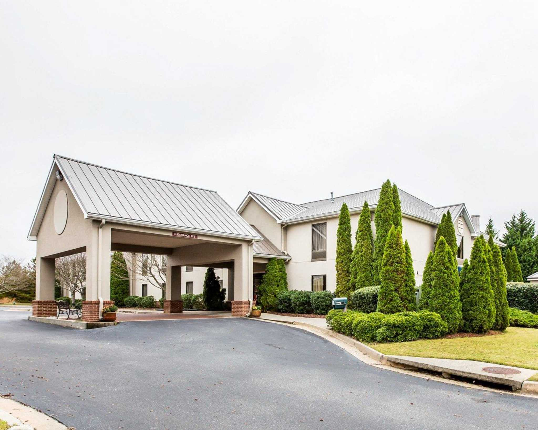 Quality Inn Amp Suites Coupons Near Me In Dawsonville 8coupons