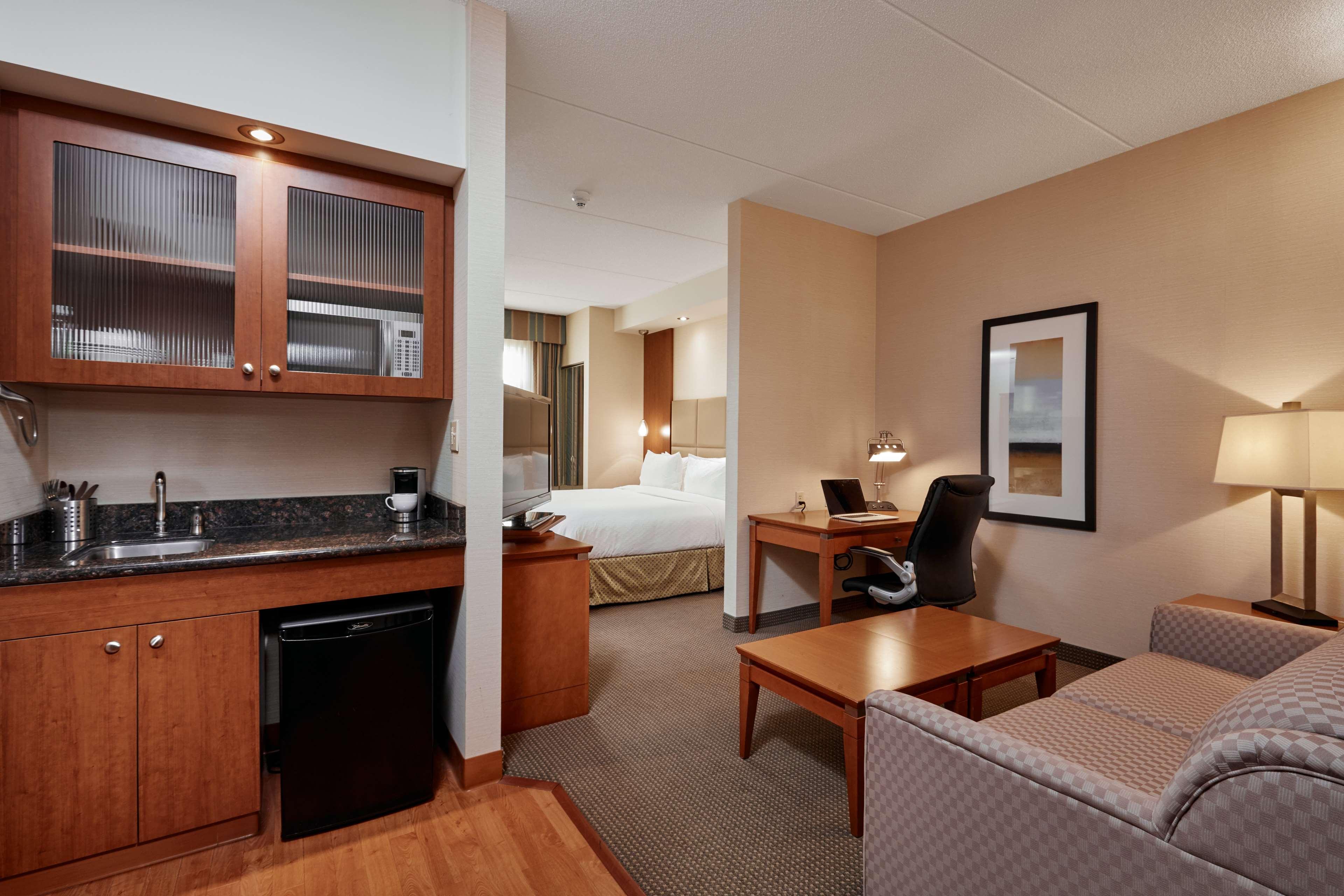 Guest Room Best Western Plus Orangeville Inn & Suites Orangeville (519)941-3311