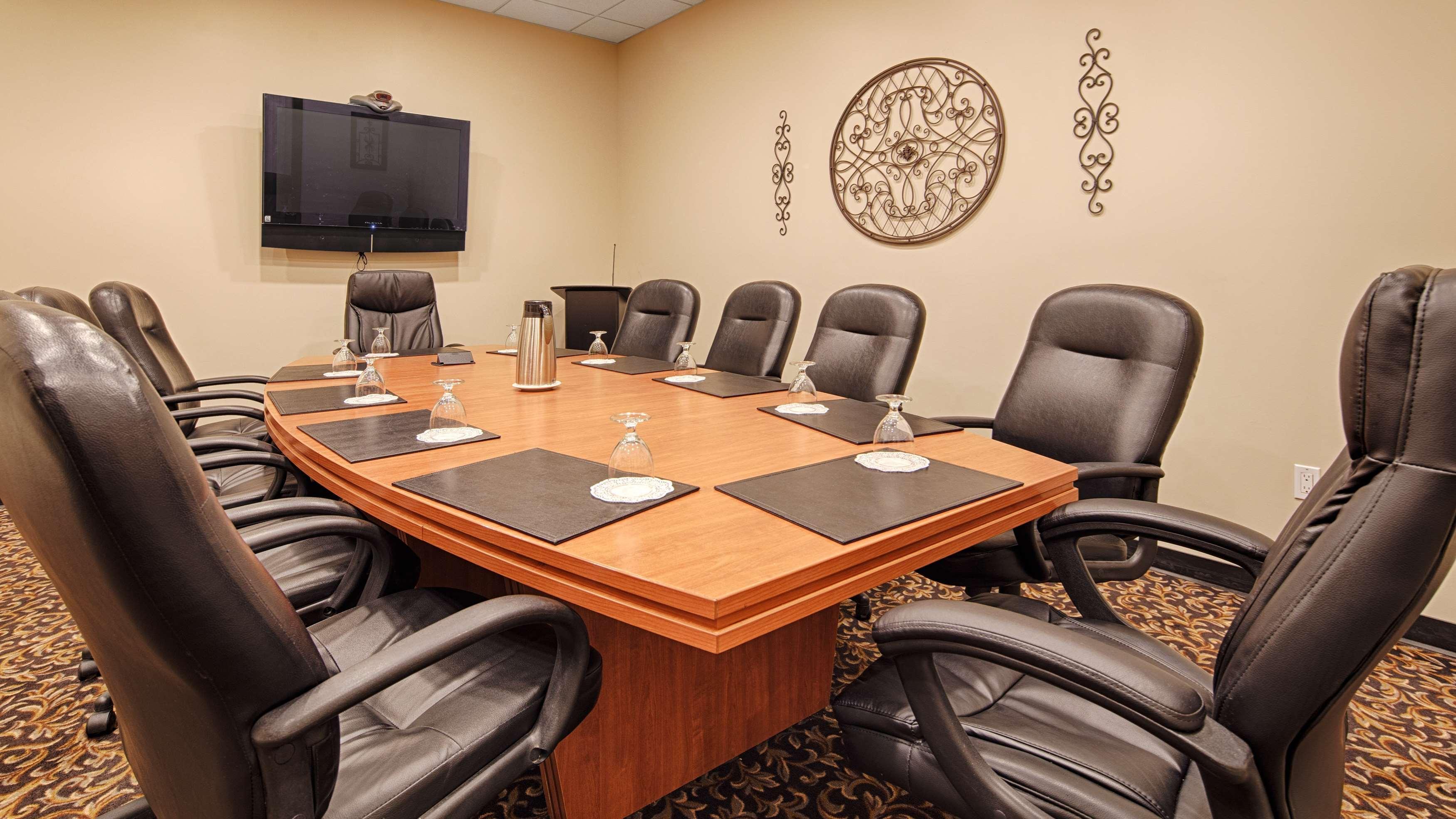 SureStay Plus Hotel by Best Western Seven Oaks in Regina: Board Room
