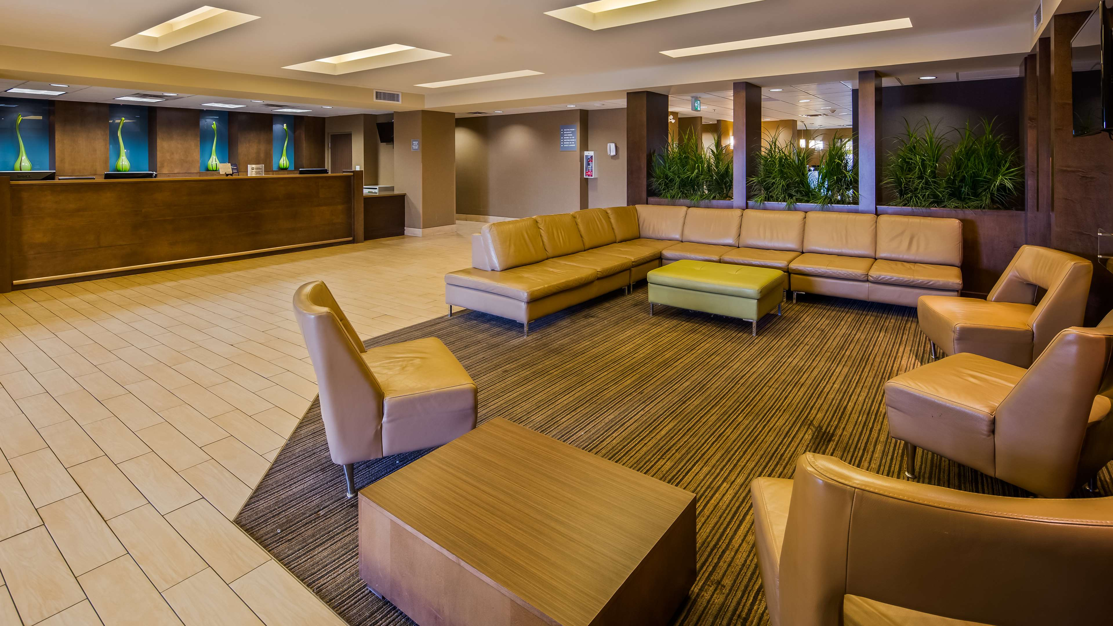 Hotel Lobby Best Western Plus Winnipeg West Headingley (204)594-2200