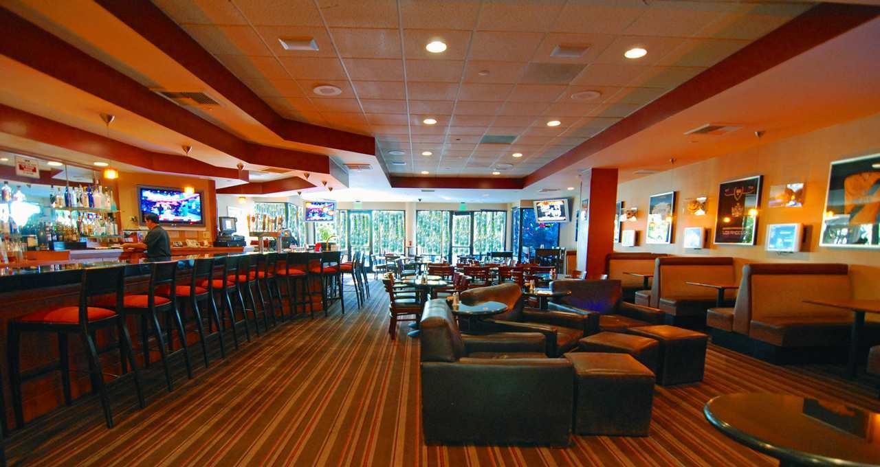 Hotels near Disneyland - Hilton Anaheim - Maps & Directions
