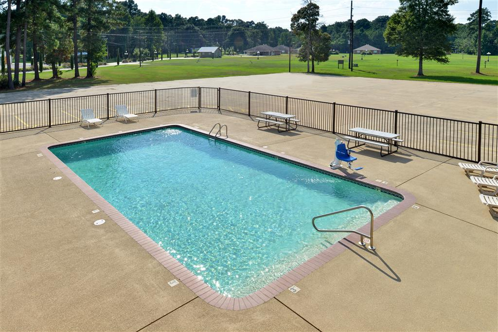 Americas best value inn kinder kinder louisiana la for Koi pool opening times