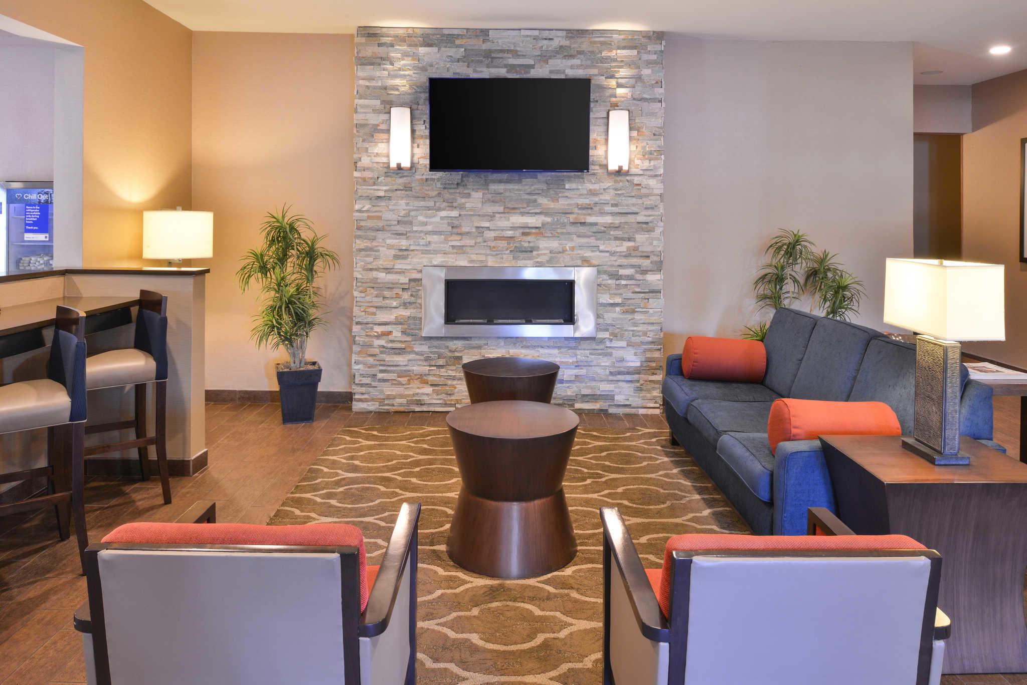 comfort inn amp suites fayetteville arkansas ar - Hilton Garden Inn Fayetteville Ar