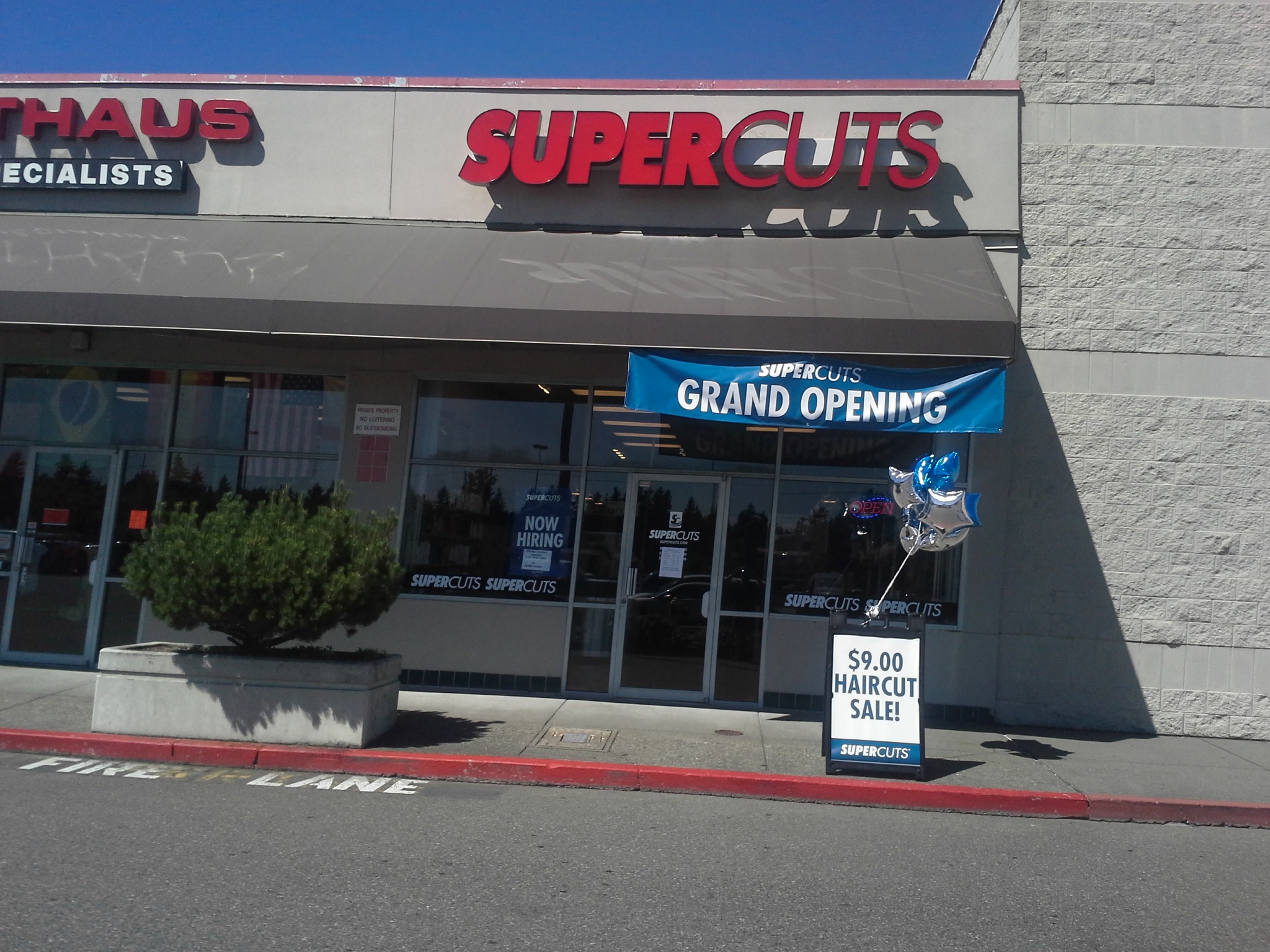 "What Time does Supercuts Open? [ad type=""square""]Supercuts hours for closing can often vary from each salon, although they remain very similar in most cases. For example, the majority of salons will open at 10am Sunday to Friday, also opening an hour early at 9nam on Saturdays."