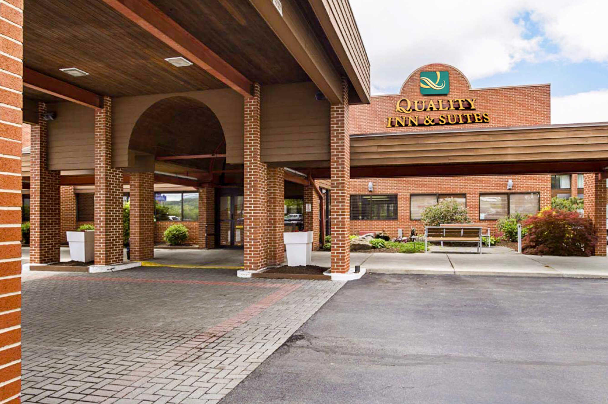 Quality Inn  U0026 Suites In Altoona  Pa 16602