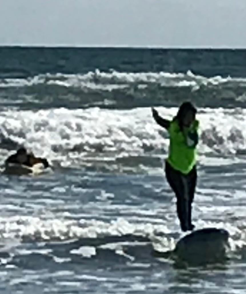 U of A student learns to surf at sandiegosurf.com