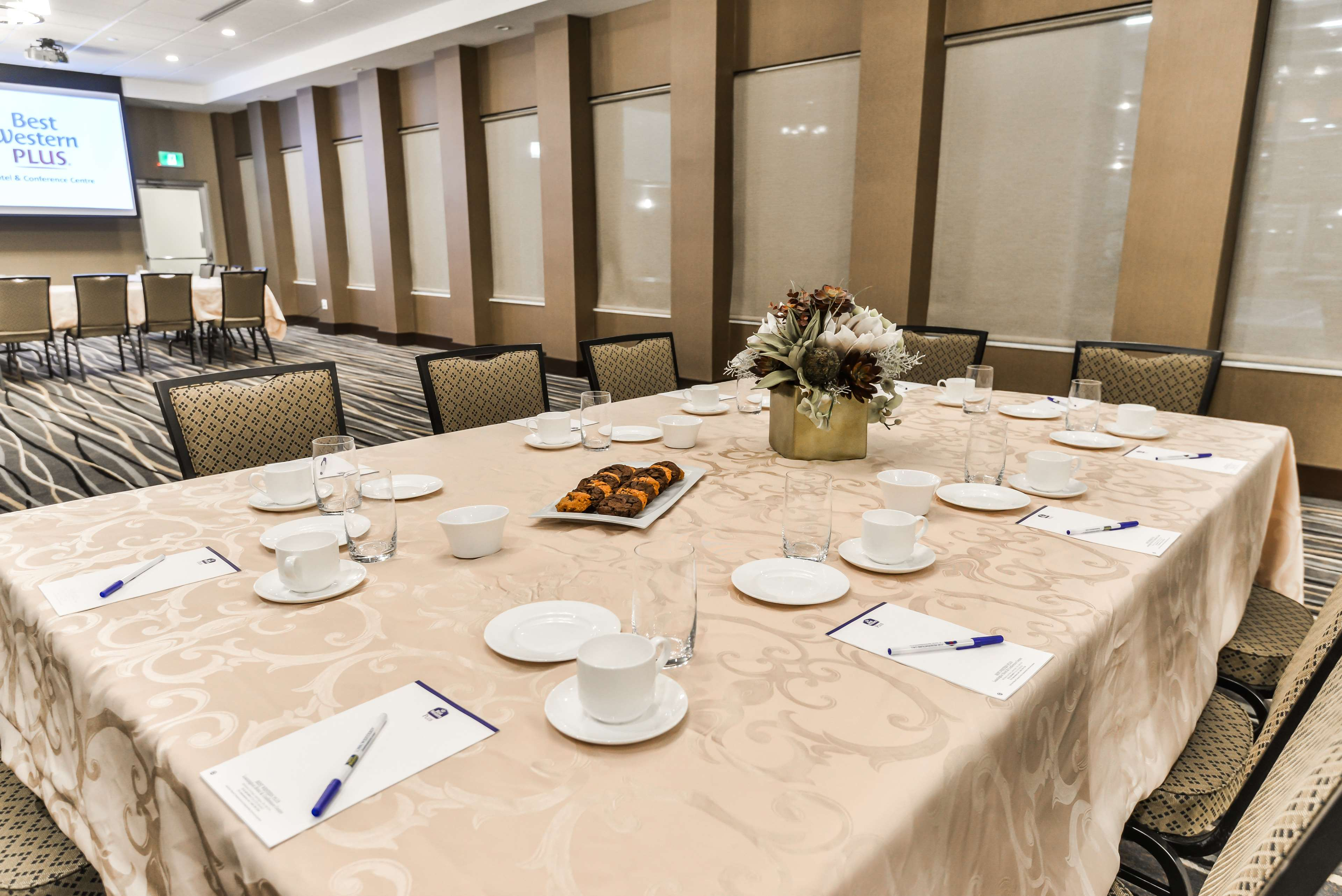 Host your business meeting Best Western Plus Leamington Hotel & Conference Centre Leamington (519)326-8646