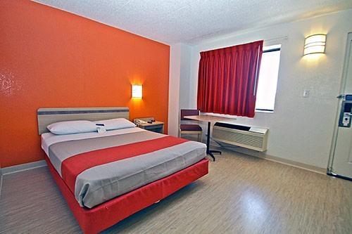 Motel 6 Chicago Southwest - Aurora image 2