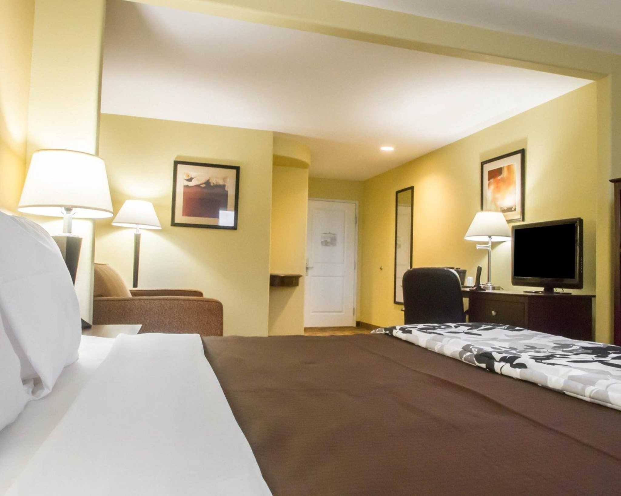 Local Hotels With Great Room Service In Louisiana