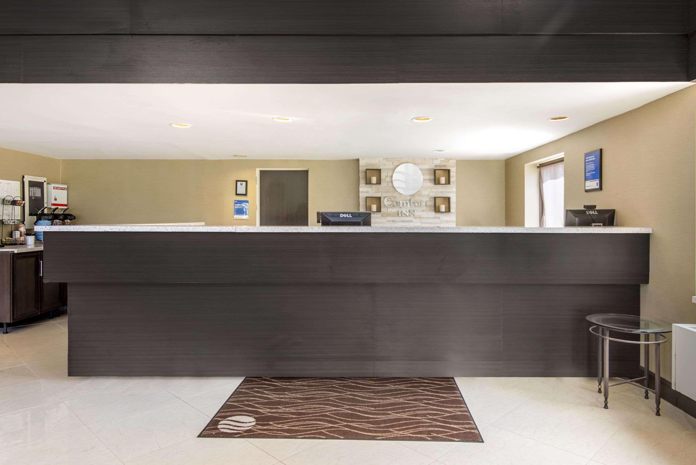 Comfort Inn in North Bay: Front desk