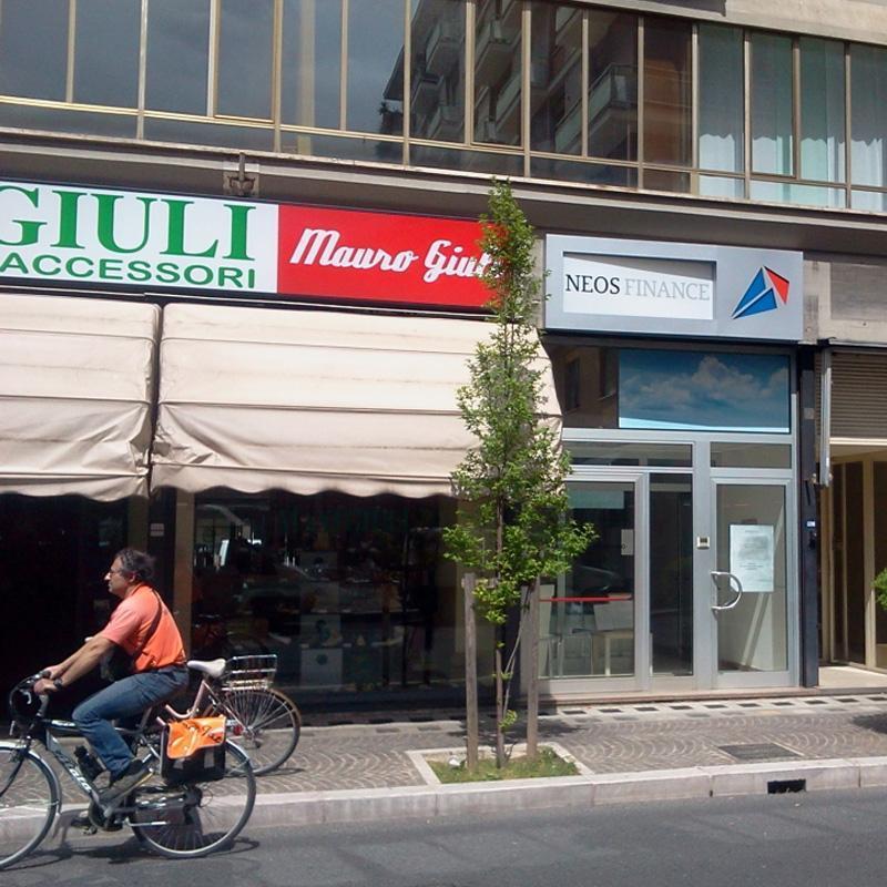 Advertising Monaldi Neon