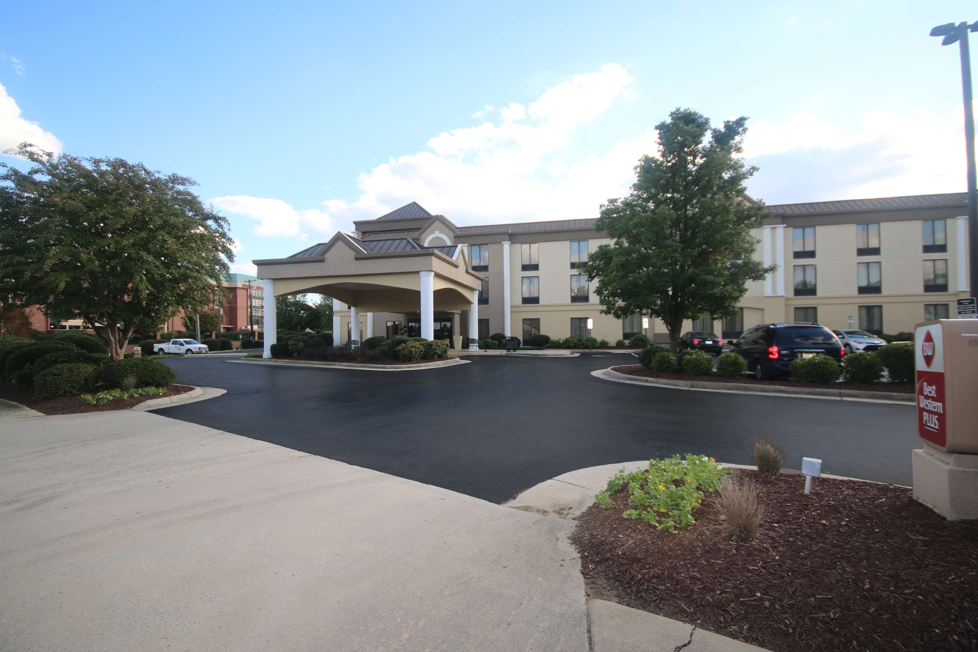Pet-friendly Best Western Plus Greensboro/Coliseum Area hotel offers FREE Full breakfast, Wi-Fi & parking. Book today and save! free-breakfast free-high-speed-internet accessible-room jetted-tub kitchen-kitchenette non-smoking pet-friendly view.