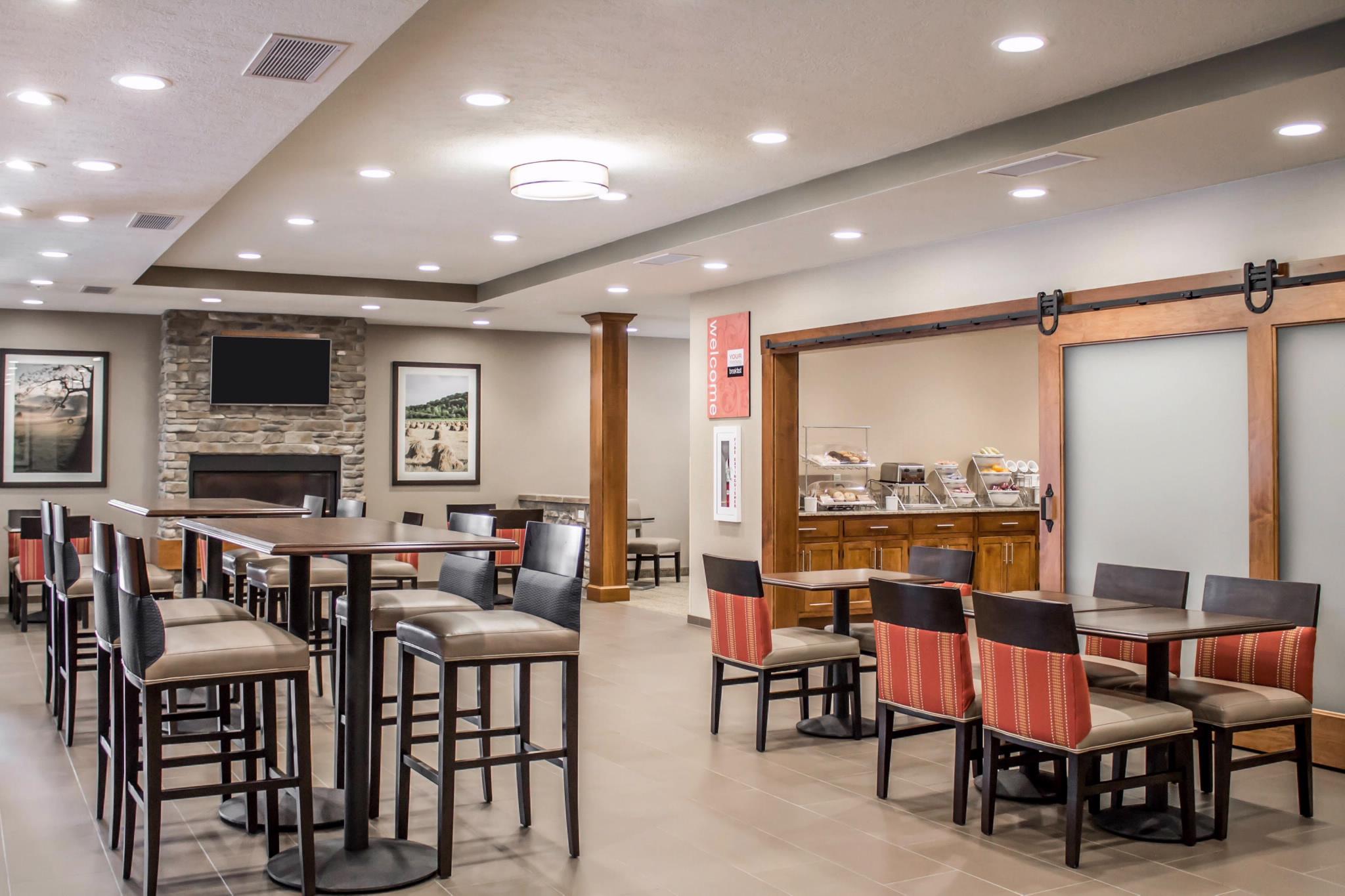 Comfort suites in hartville oh 44632 for Hartville kitchen