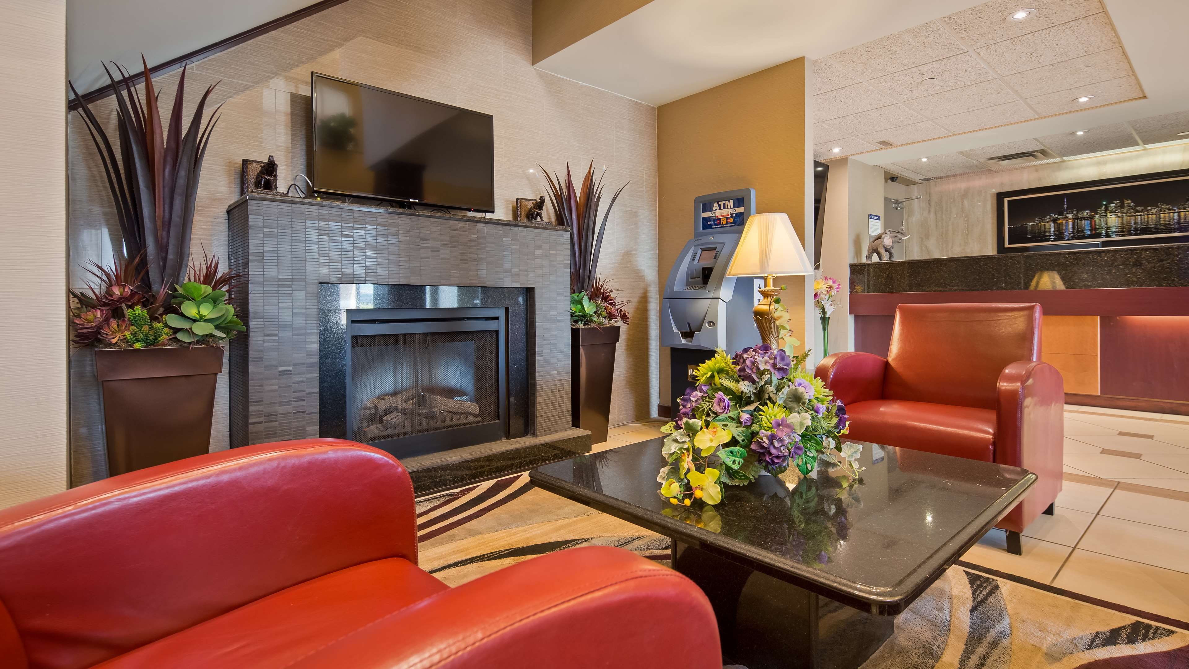Hotel Lobby Best Western Plus Burlington Inn & Suites Burlington (905)639-2700