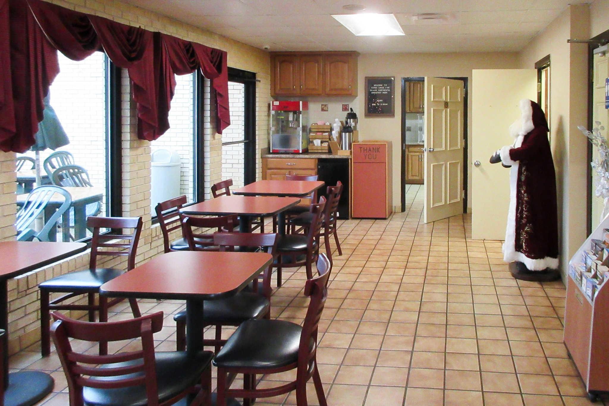 Rodeway inn in fayetteville nc hotels motels yellow for Carolina motor inn fayetteville nc