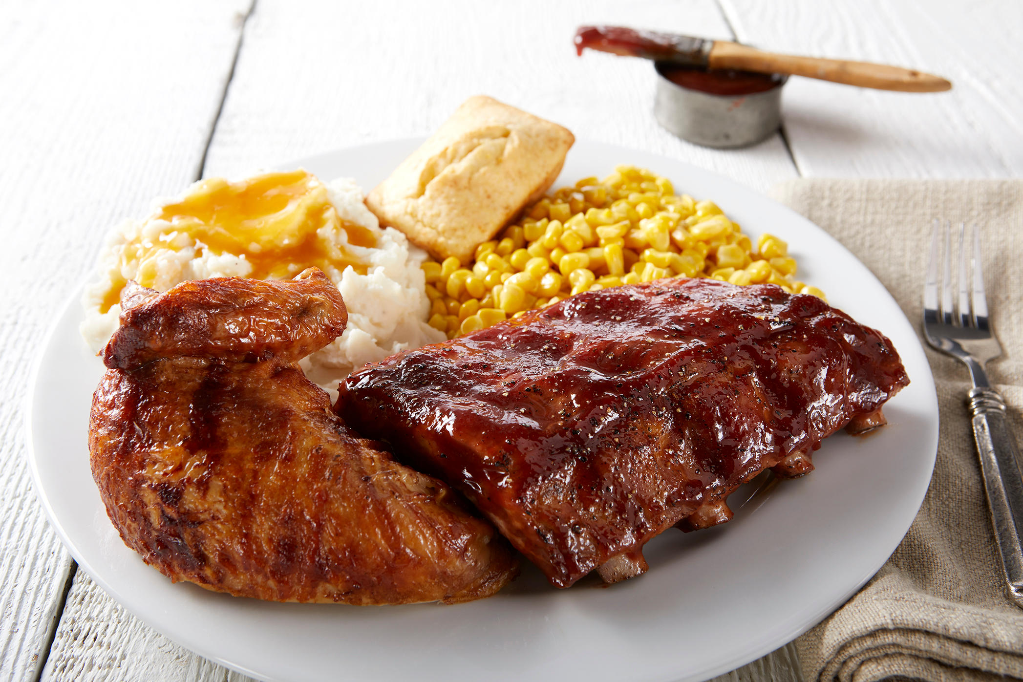 Chicken and Ribs Individual Meal: The best of both worlds.
