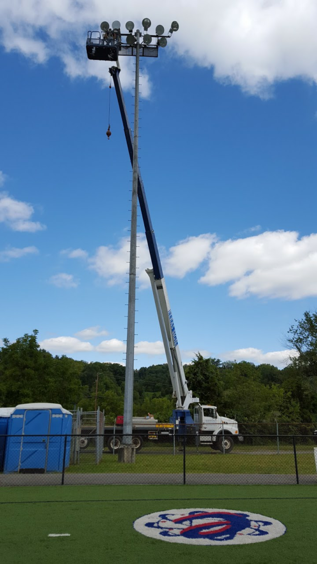 Eleas Sign Repair And Crane Service Bluff City Tennessee