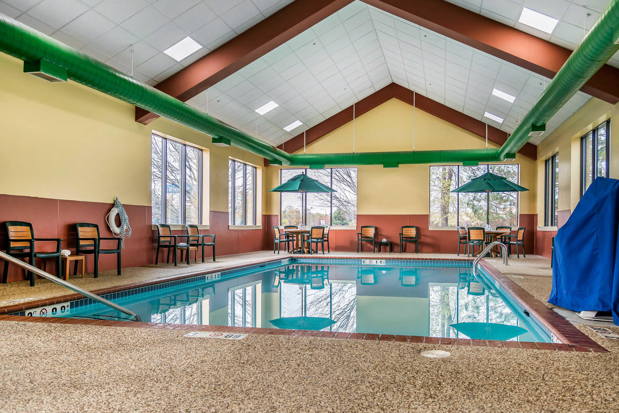Hotels Near Mall Of America With Hot Tub In Room