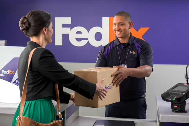 Images FedEx Office Ship Center