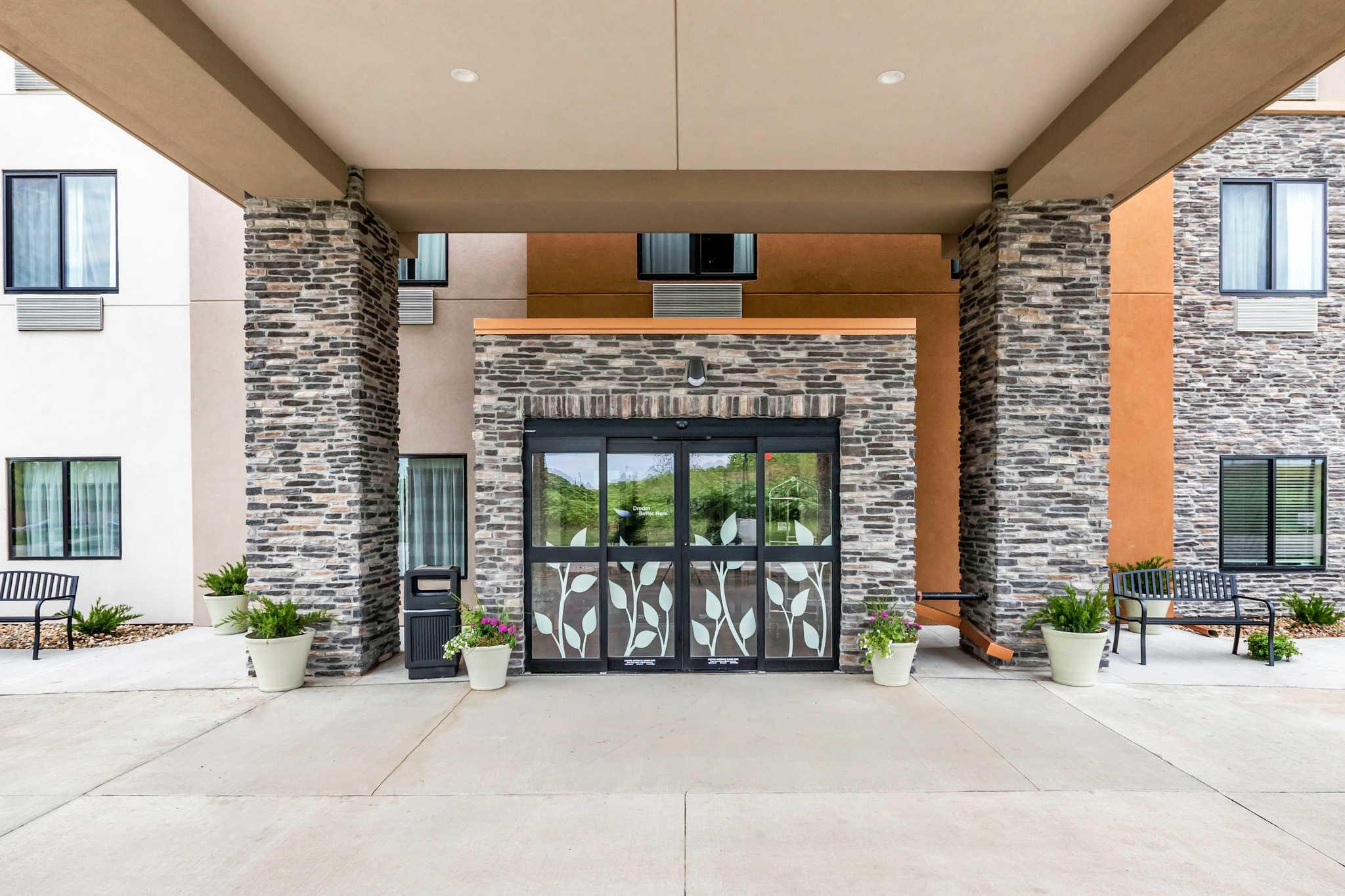 Sleep Inn & Suites West Des Moines near Jordan Creek, West Des Moines Iowa (IA) - LocalDatabase.com