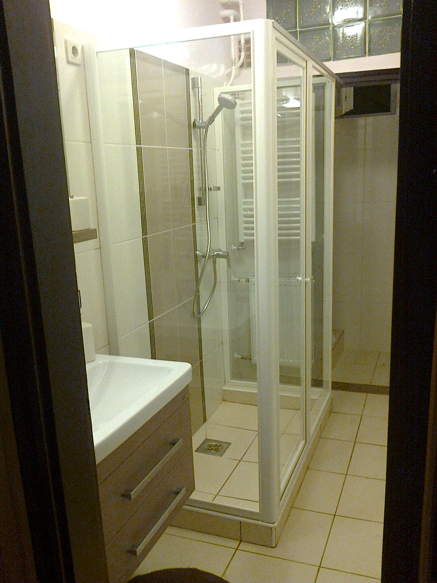 Antal Zuhanykabin