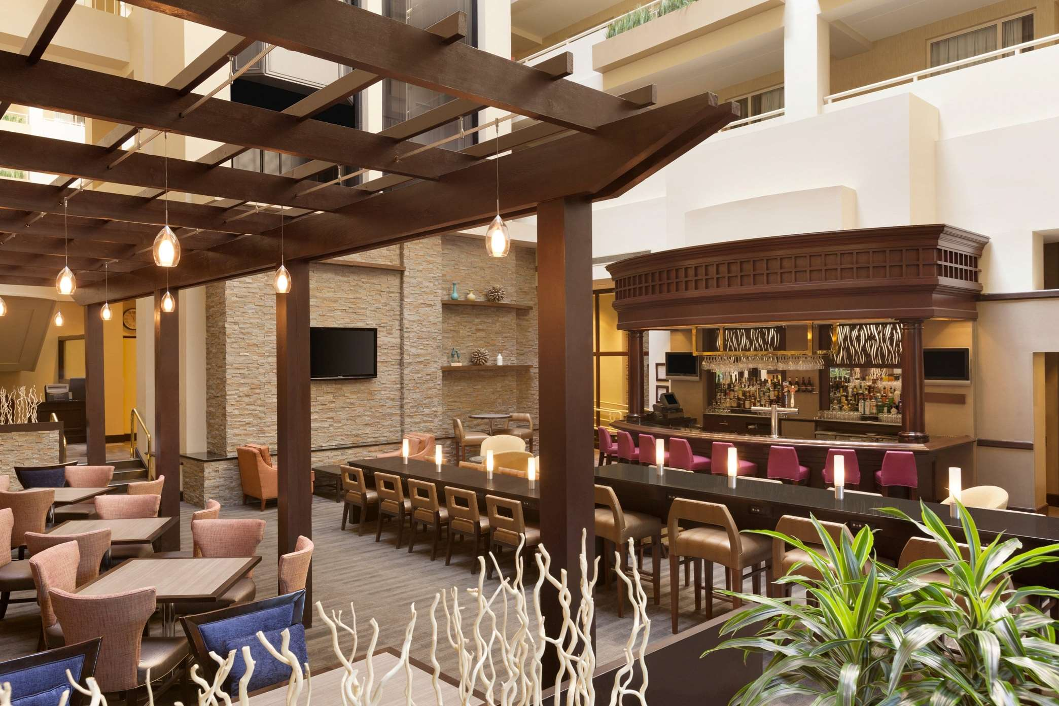 embassy suites by hilton boston waltham coupons near me in waltham 8coupons. Black Bedroom Furniture Sets. Home Design Ideas