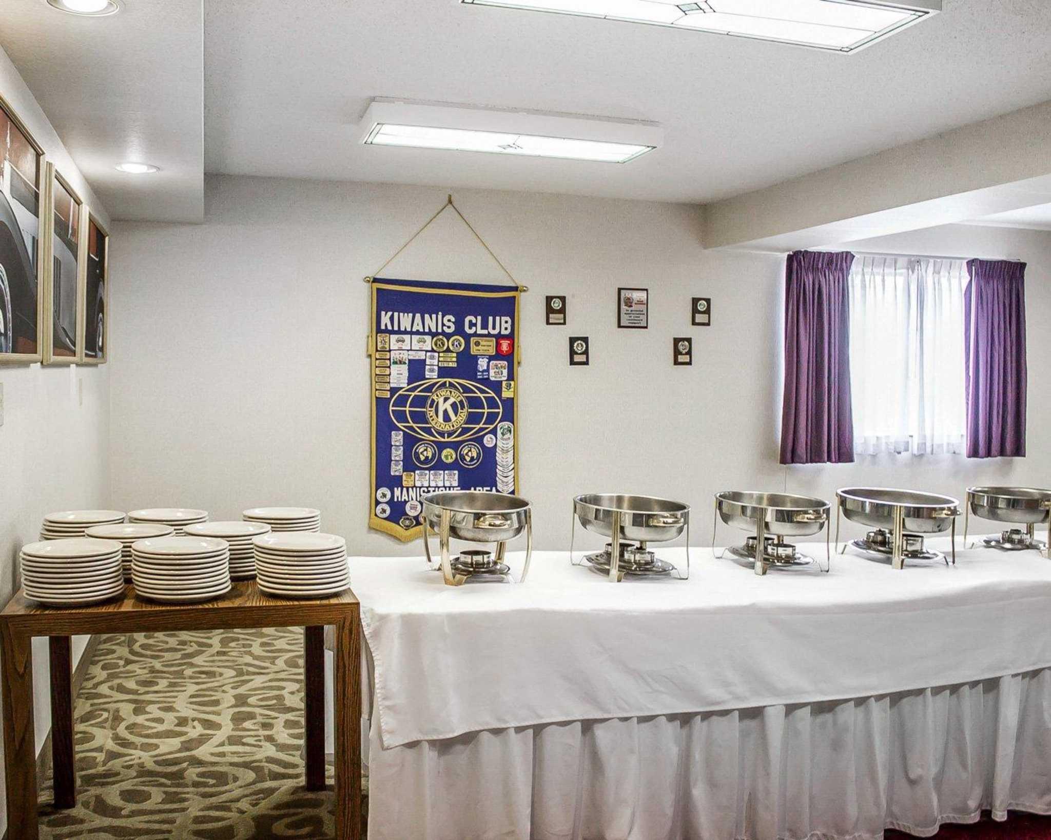 Hotels Motels With Smoking Room Near I Michigan