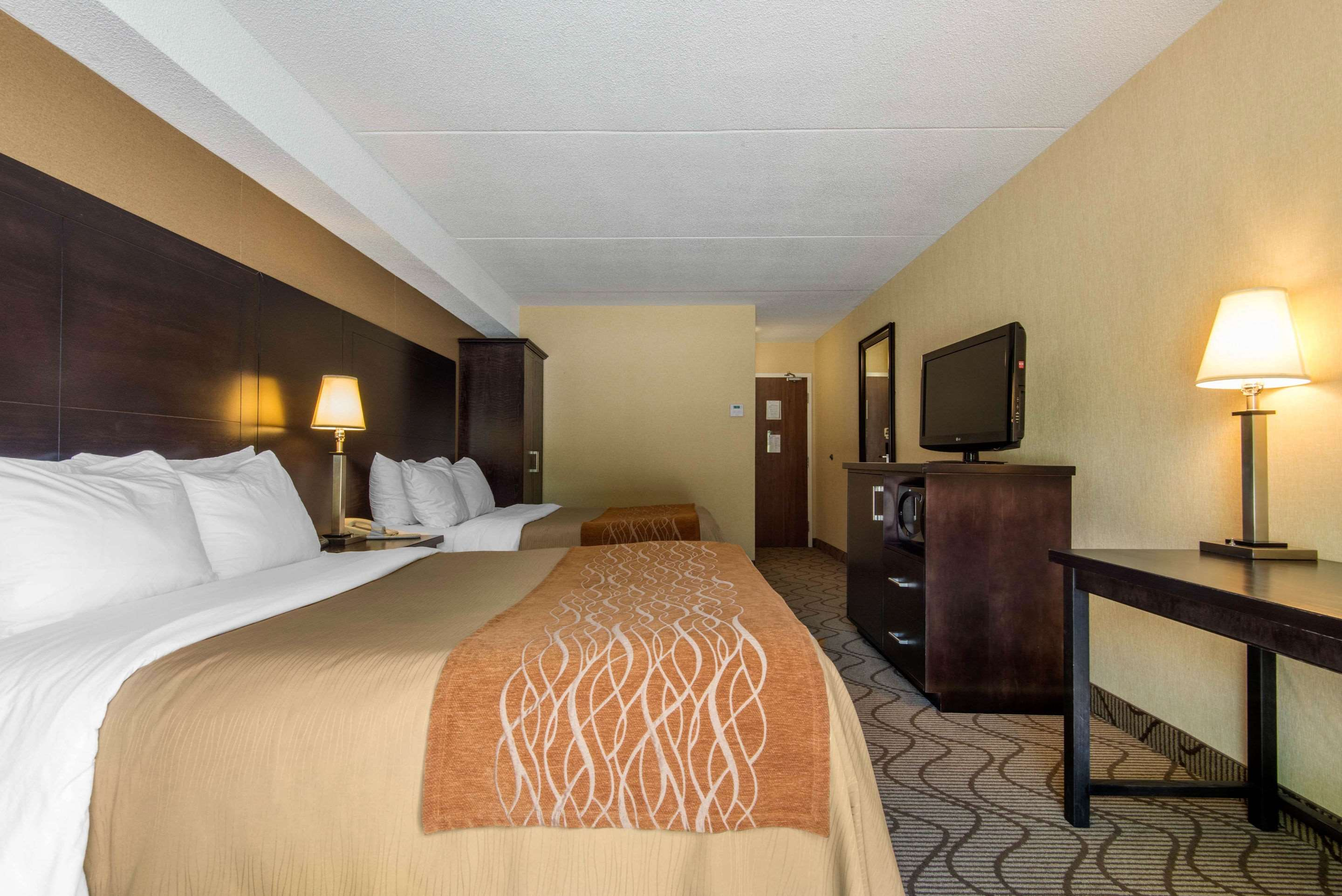 Comfort Inn in North Bay: Guest room with two beds