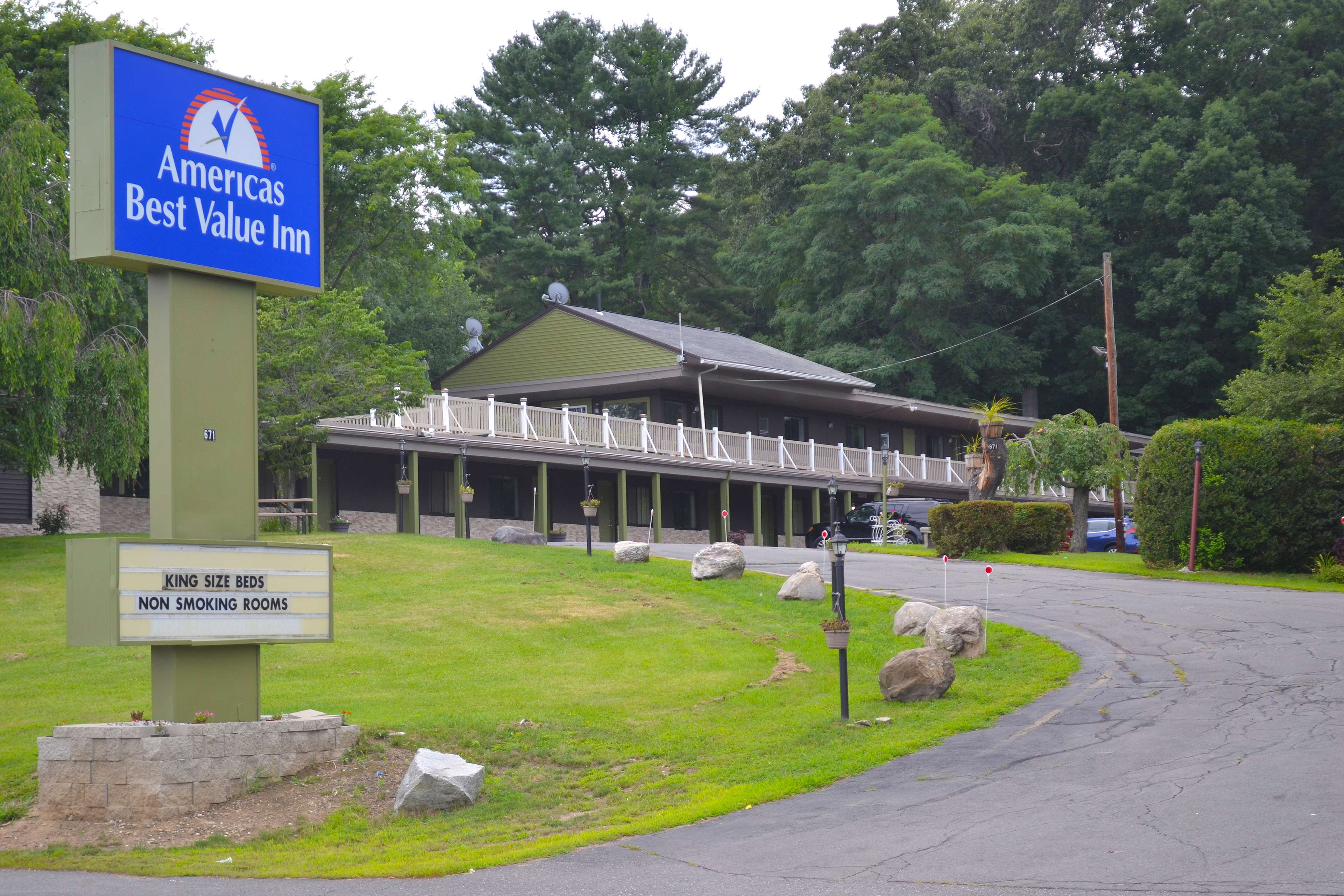 Americas best value inn holyoke springfield coupons near for Americas best coupon code