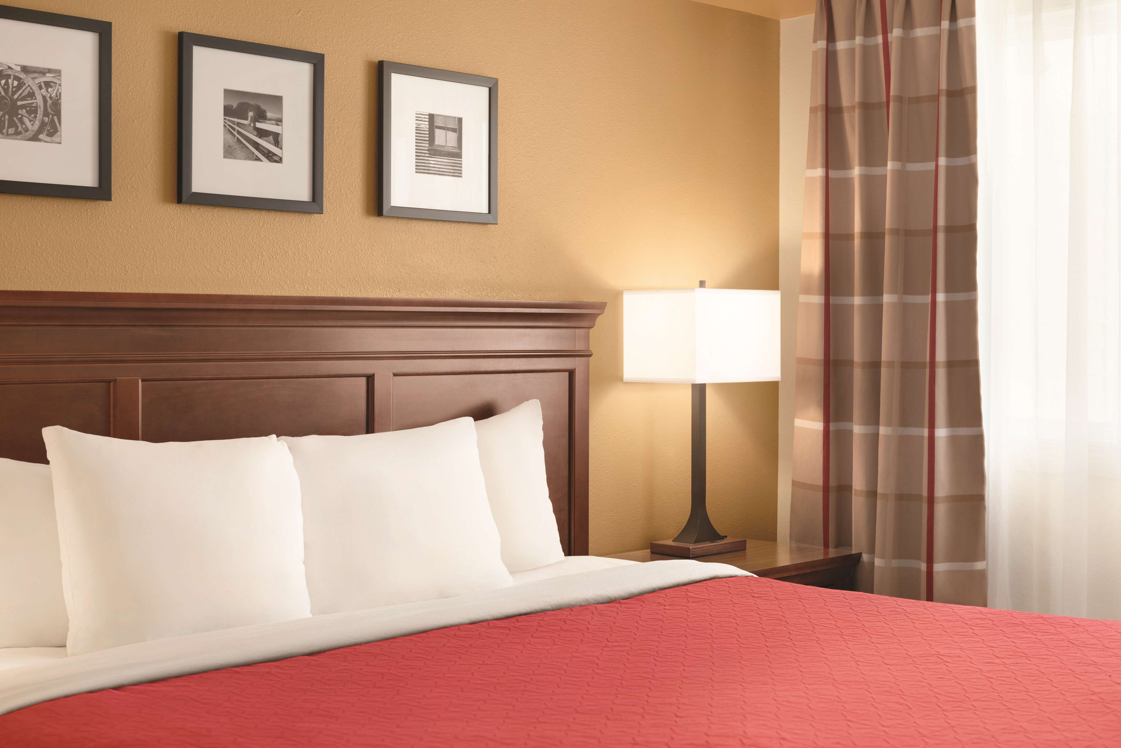 Country Inn & Suites by Radisson, Saskatoon, SK in Saskatoon: 1 Bedroom Suite-King Bed