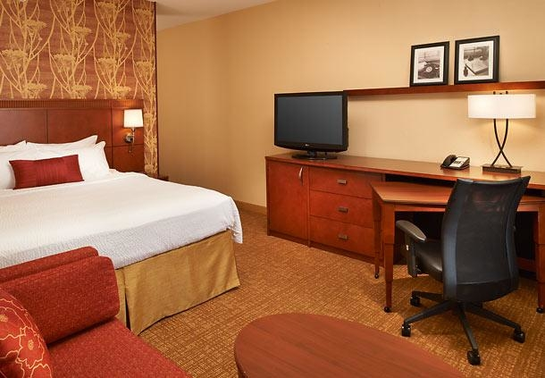 Courtyard by Marriott Toledo Airport Holland image 4