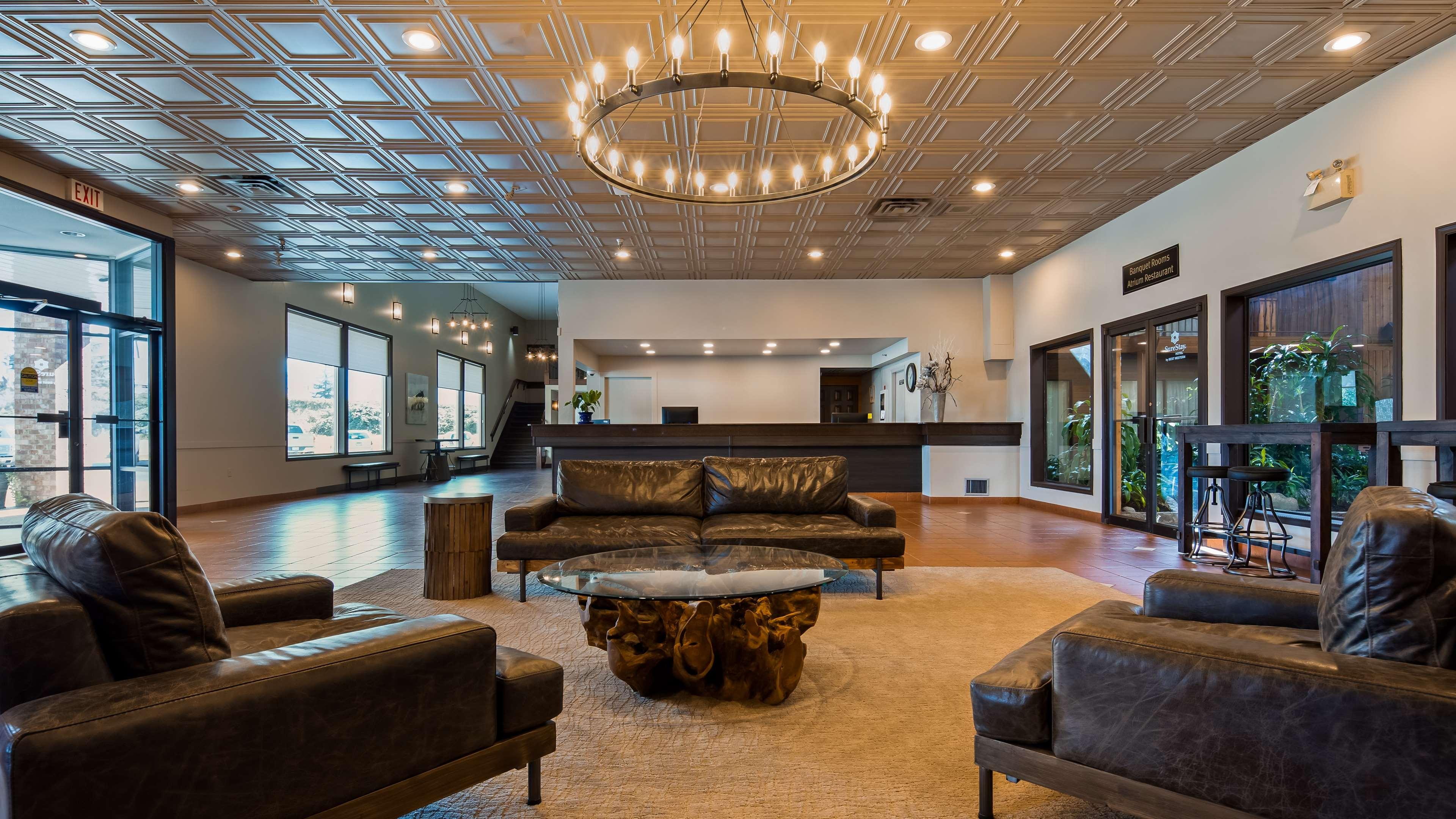 Surestay Hotel By Best Western Chilliwack in Chilliwack: Lobby