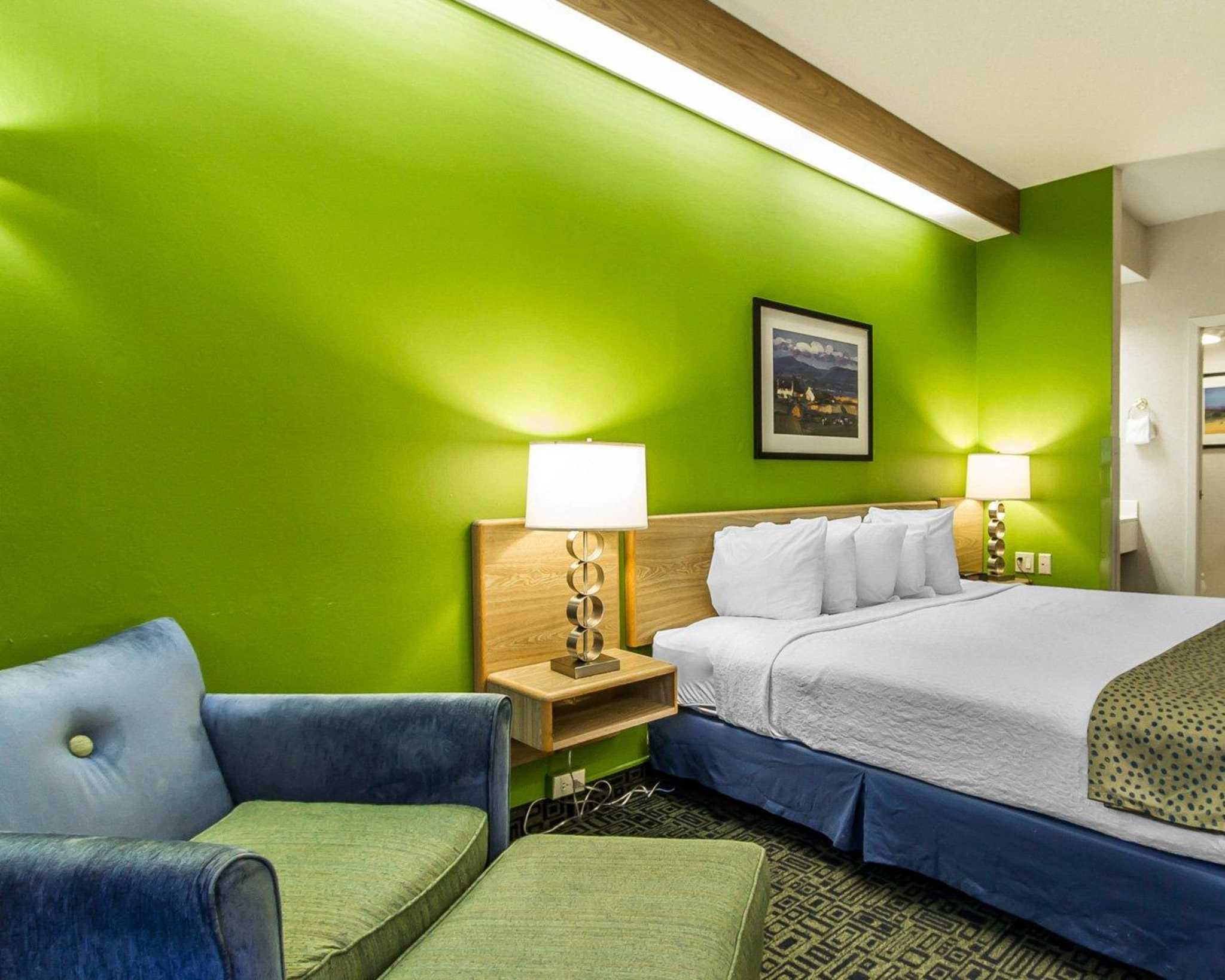 Hotels In Des Moines With Poolside Rooms