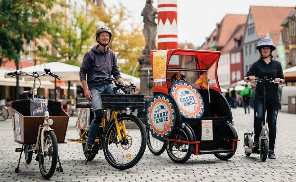 Wir sind Fahrradhändler für Lastenfahrräder und Spezialräder.  Bei uns können Sie unsere Demo-Fahrrädern testen und erhalten eine umfassende Beratung, um Ihr passendes Wunschrad für Ihre Zwecke zu erhalten. Wir kennen die aktuellen Trends der cargo-bike Branche und informieren Sie gerne. Gerne hören wir von Ihnen!