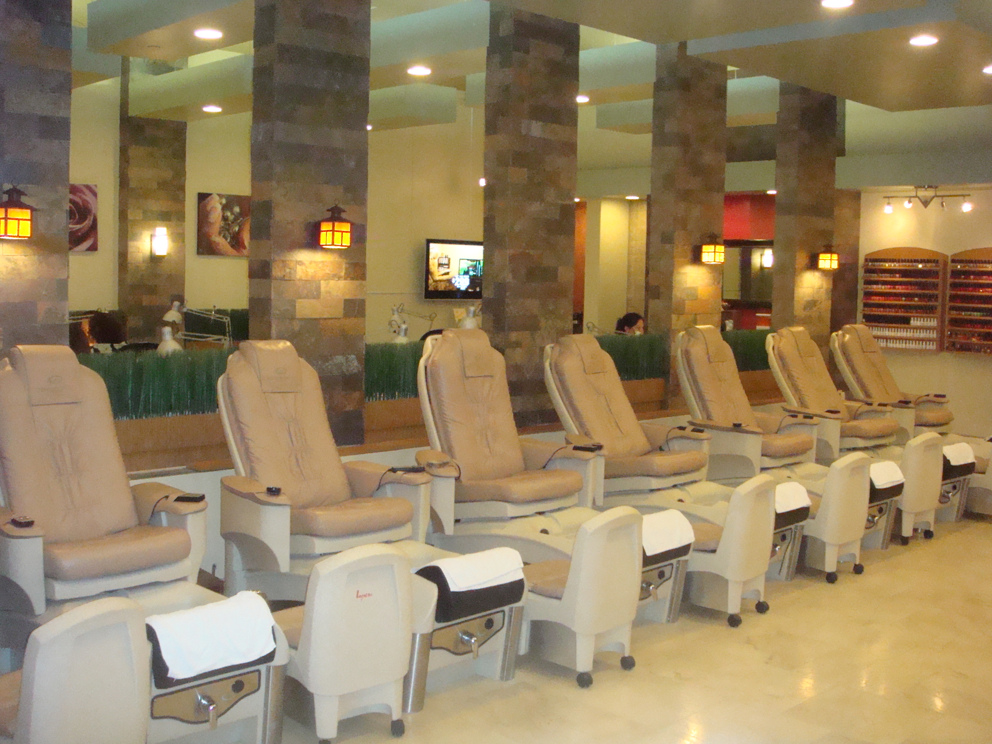 Aqua lifestyle nail salon spa in maple grove mn 55369 for 108th and maple nail salon