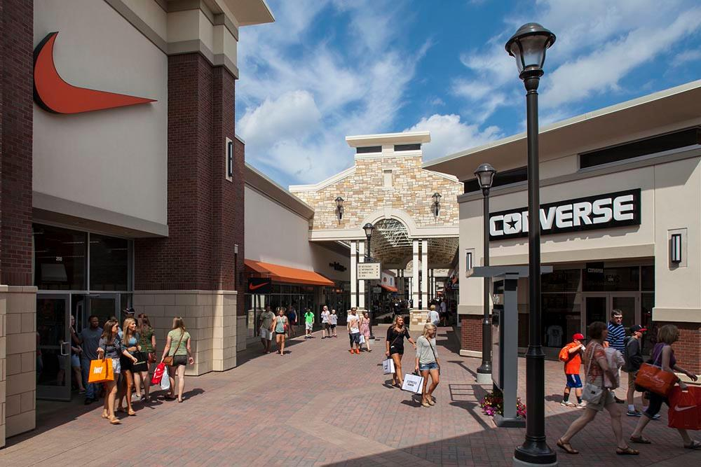 The second designer outlet store in Gaviidae Common. A Last Call clearance center is on the fourth floor of the Neiman Marcus store on Nicollet Mall in downtown Minneapolis.