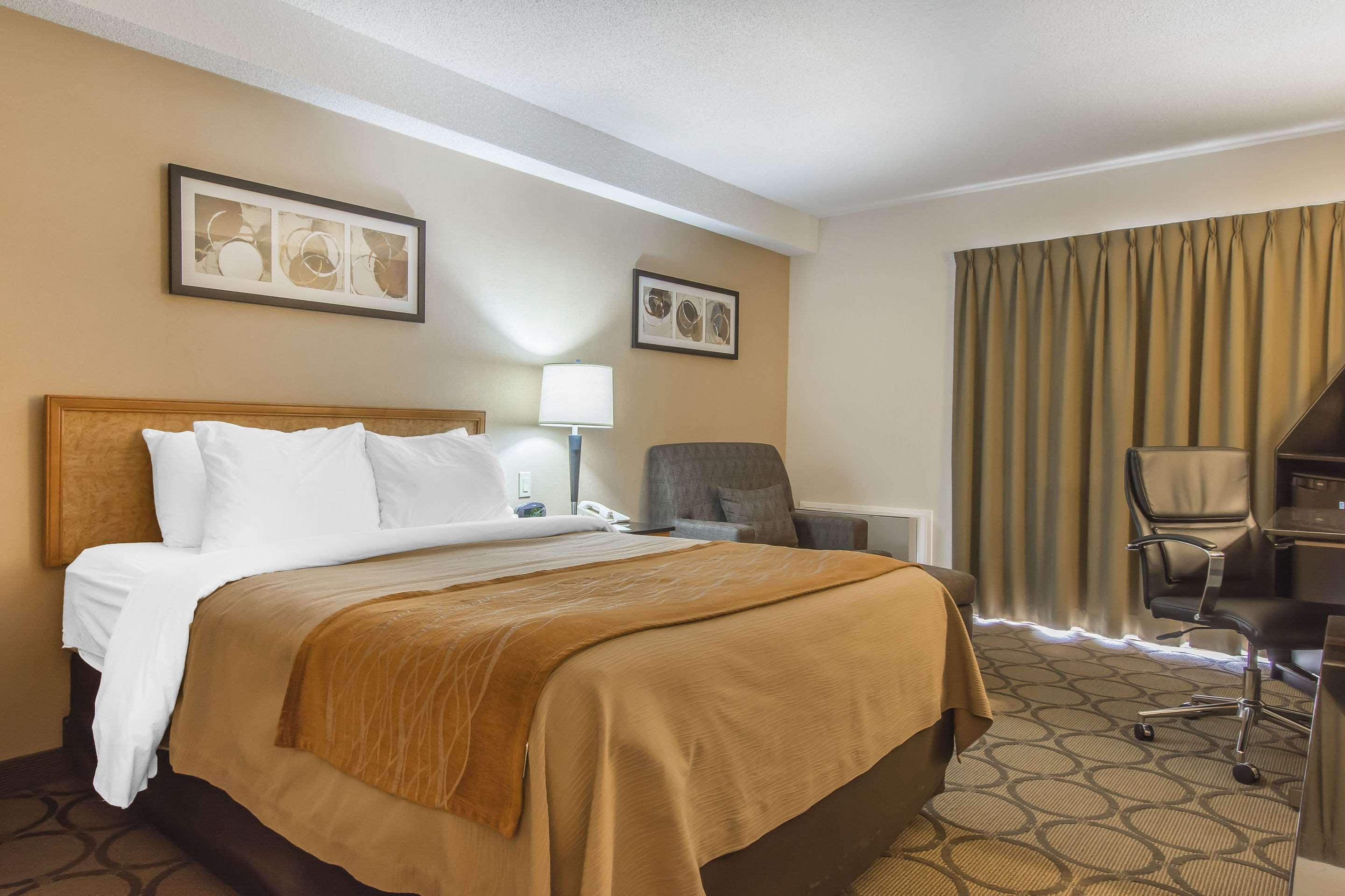 Comfort Inn Magnetic Hill in Moncton: Guest room with added amenities