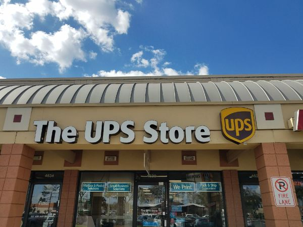 Facade of The UPS Store Orlando