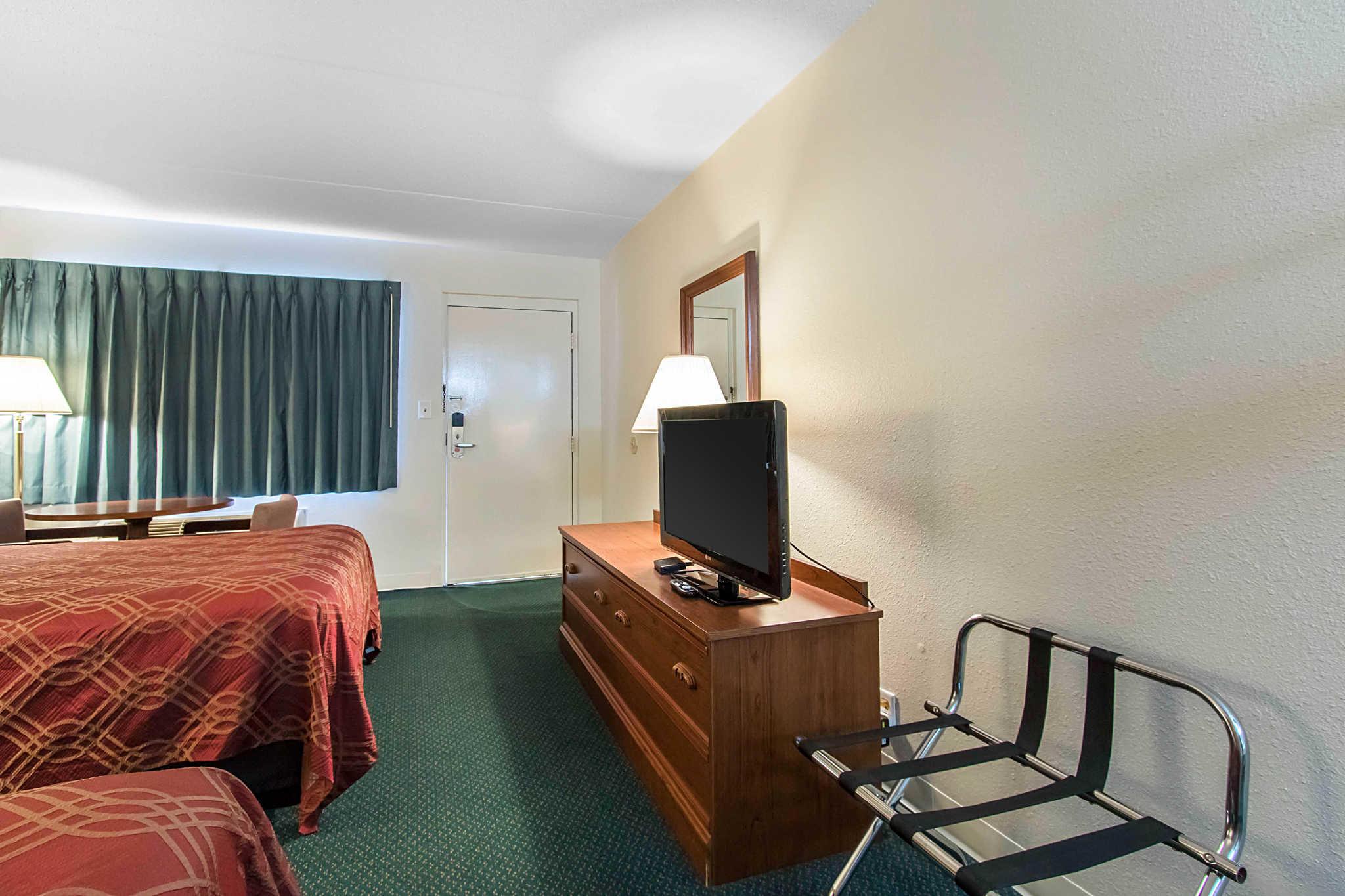 econo lodge in crestview fl 32536. Black Bedroom Furniture Sets. Home Design Ideas