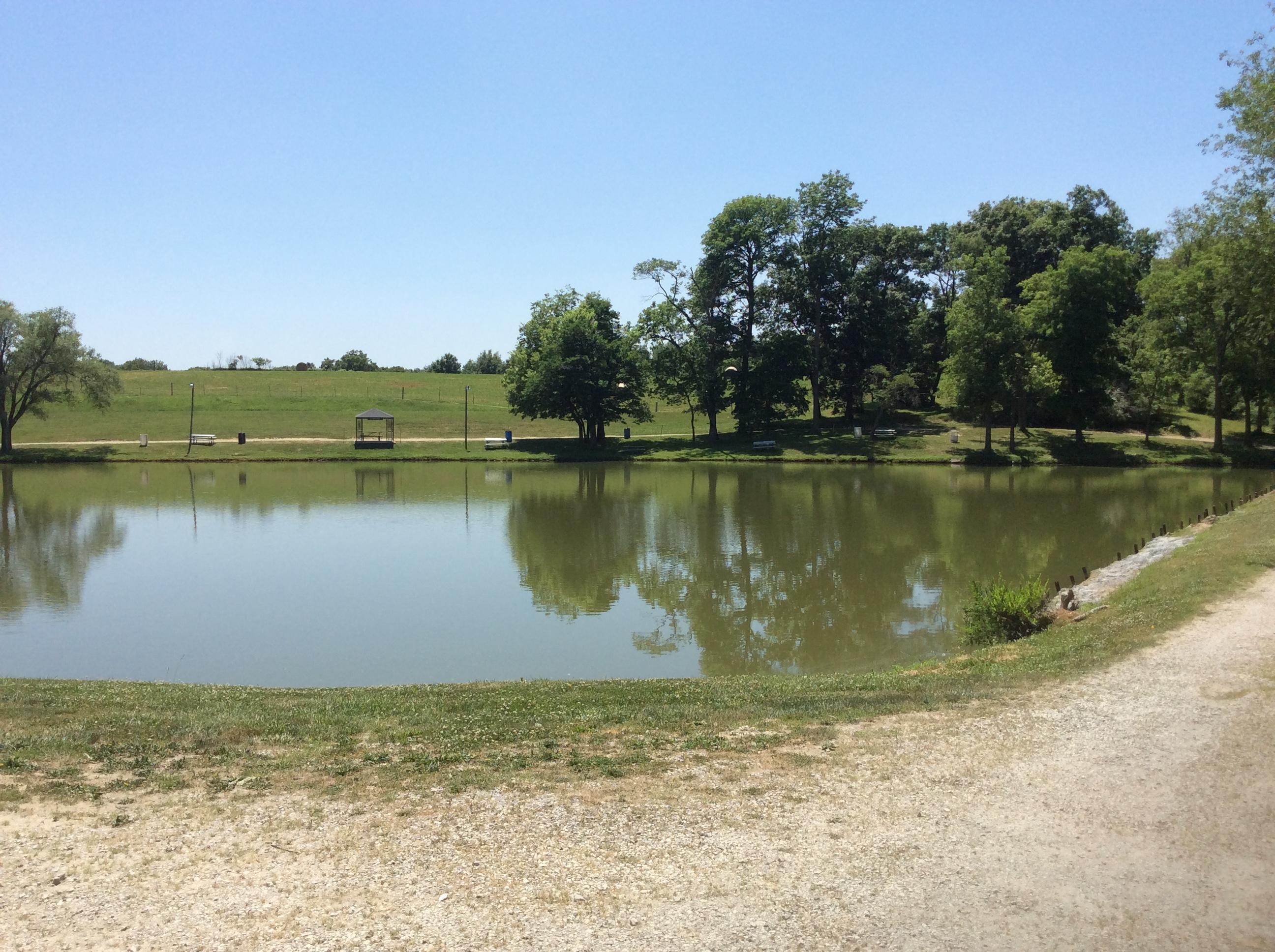 Bob 39 s fishing lake camp grounds in savannah mo 64485 for Fishing lakes in missouri