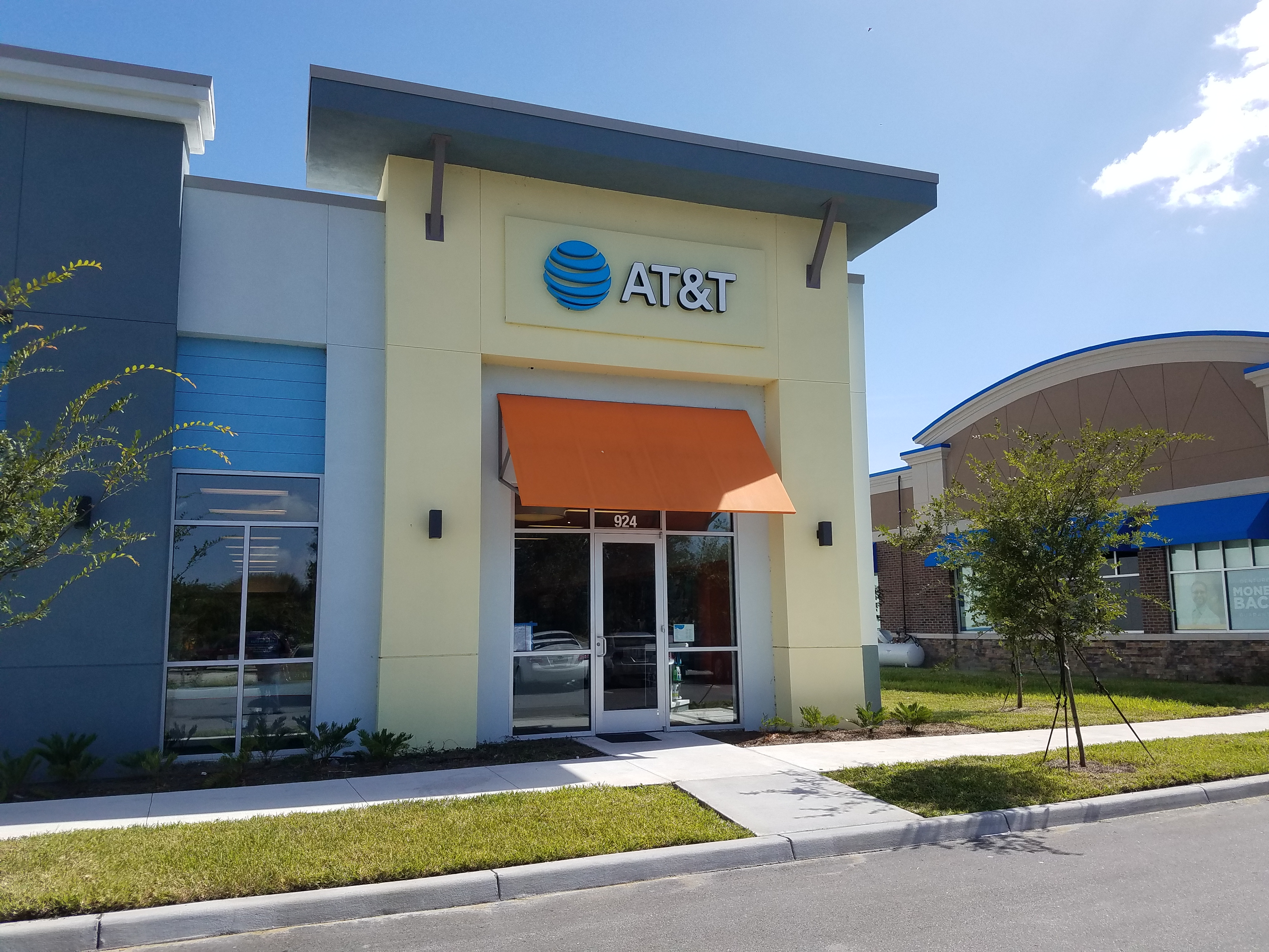 At Amp T Store In Kissimmee Fl Mobile Phone 321 250 3399
