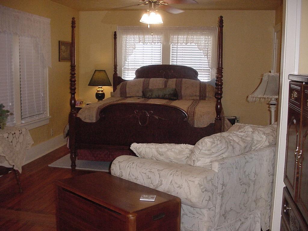 Olde Holiday Inn Bed & Breakfast - Woodward, OK