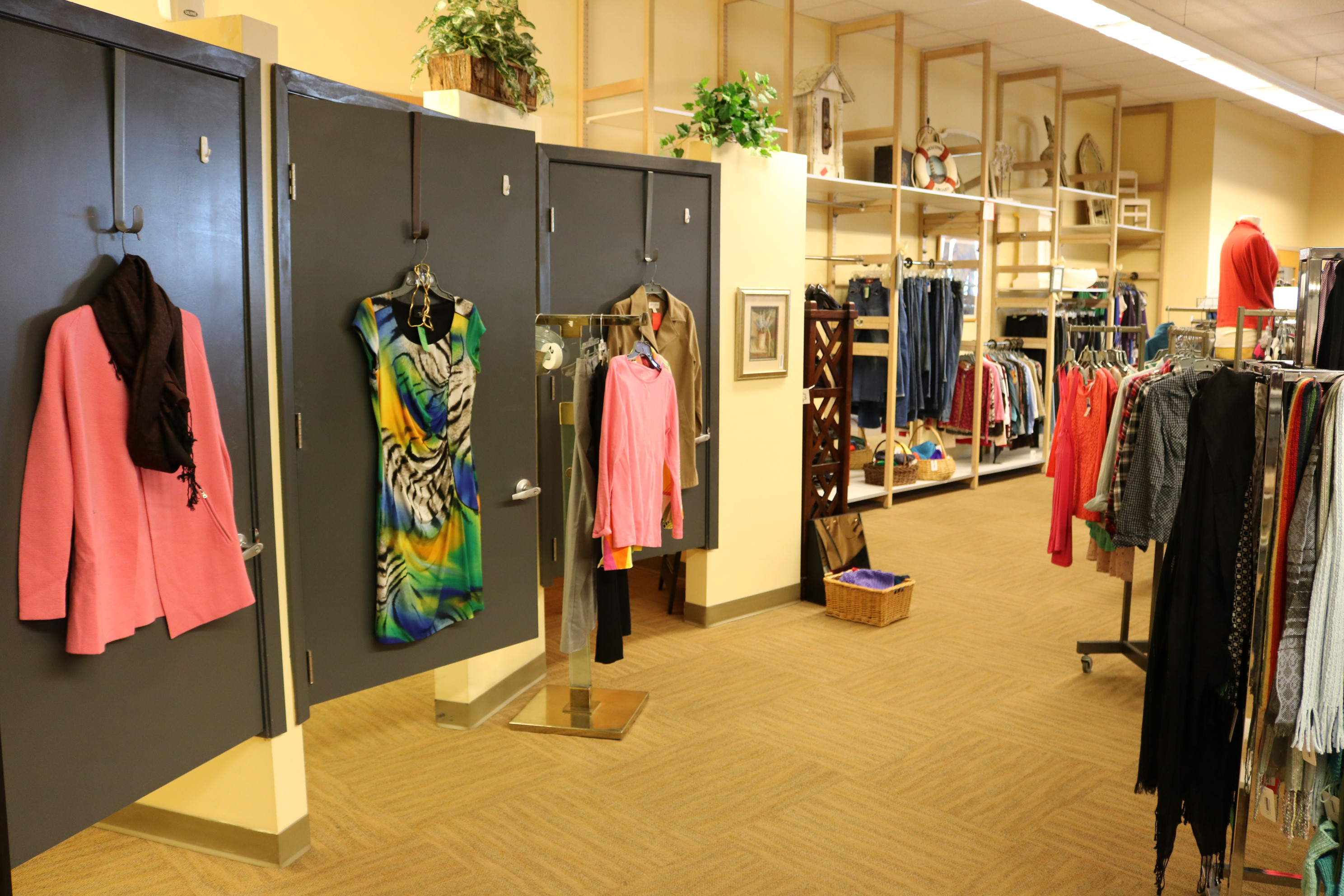 Resale Select In Plymouth Mn 55447 Chamberofcommerce Com