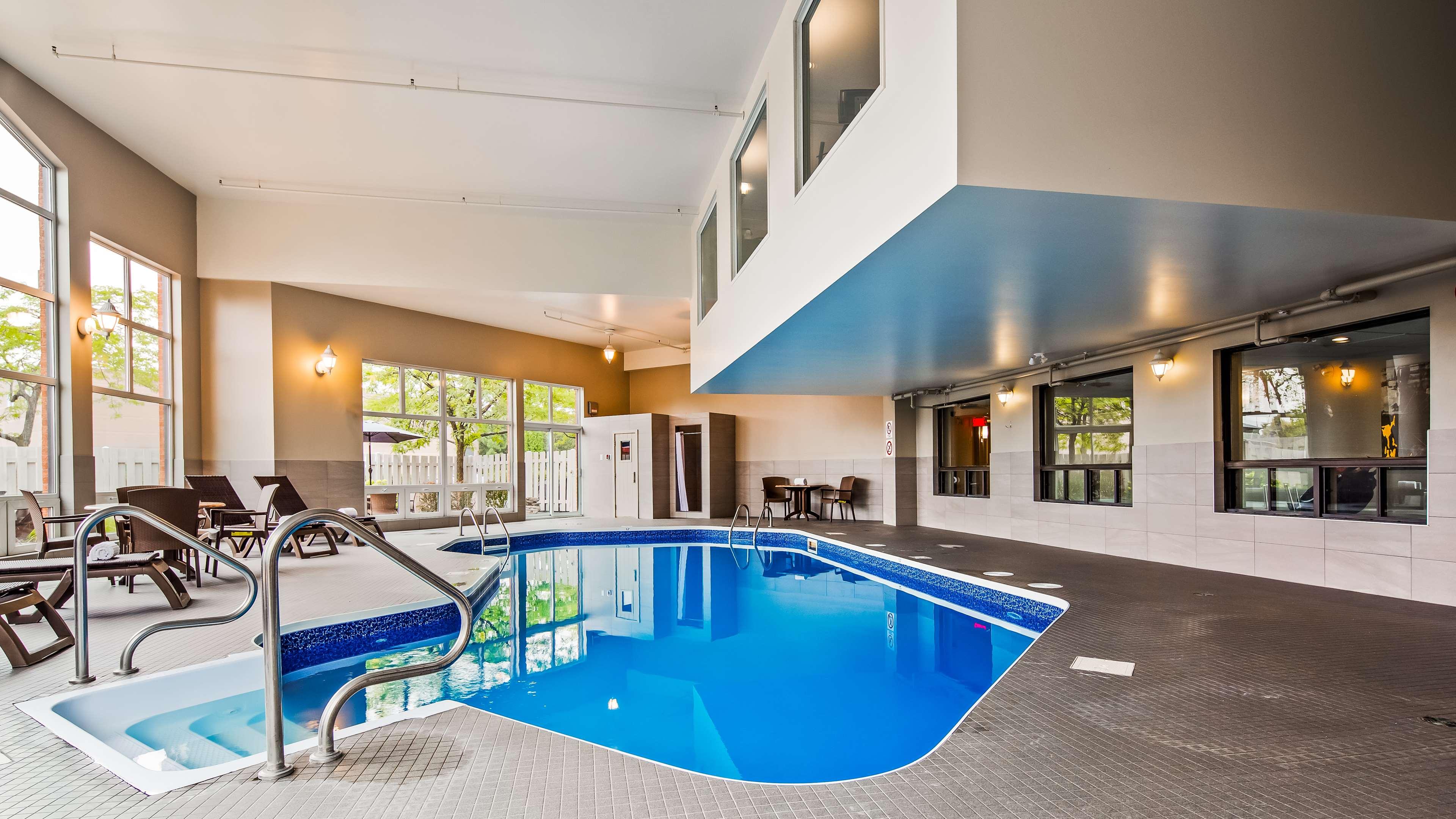Best Western Hotel Brossard à Brossard: Indoor Pool
