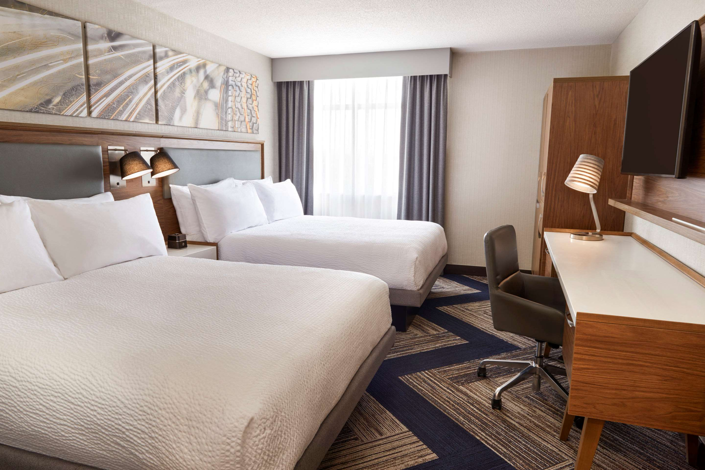 Spacious room with queen beds Comfort Inn Sarnia (519)383-6767