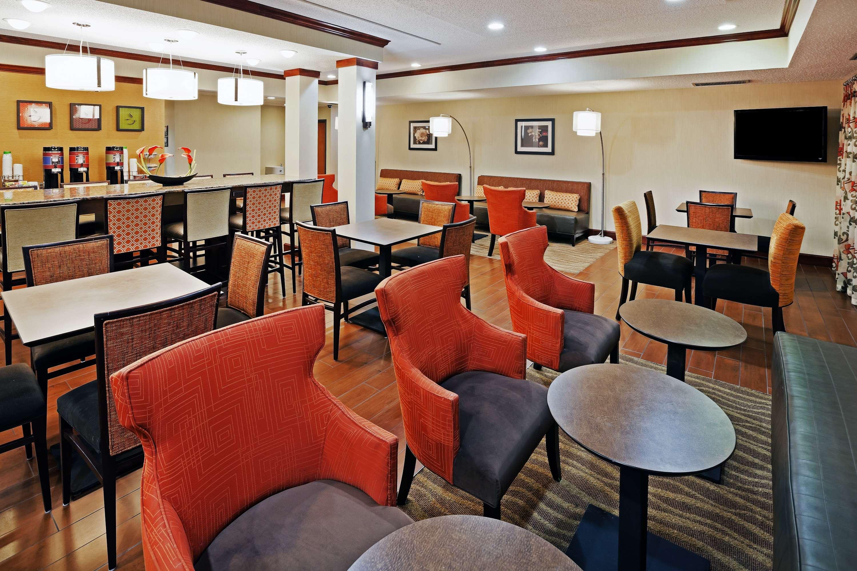 Hampton Inn Manhattan - Manhattan, KS 66502 - (785)539-5000   ShowMeLocal.com