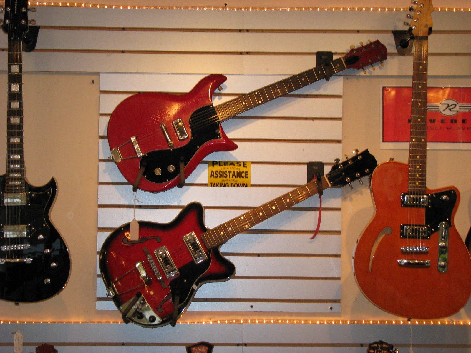 bear hollow vintage guitars in lebanon nh musical instruments yellow pages directory inc. Black Bedroom Furniture Sets. Home Design Ideas