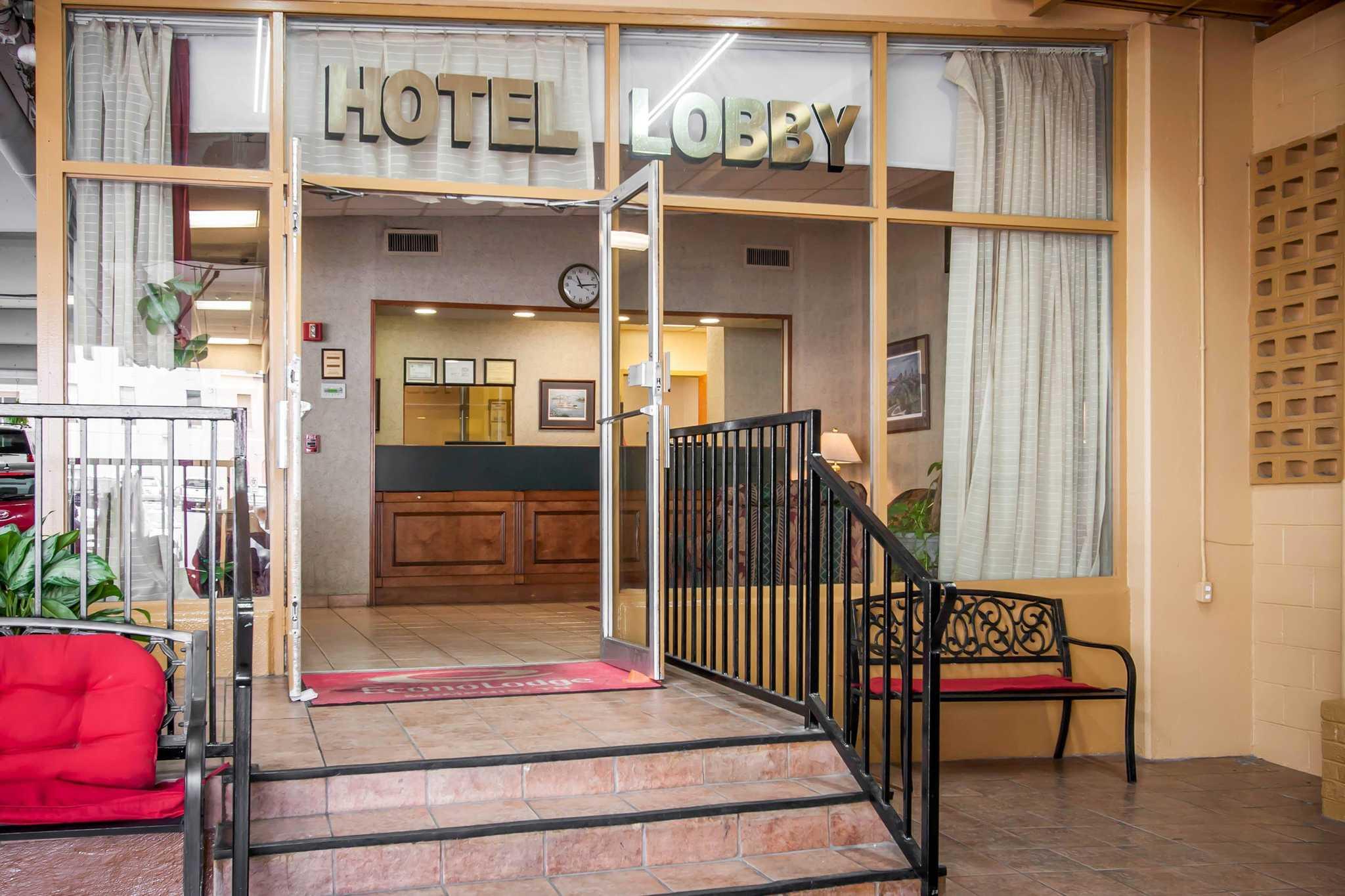 Econo Lodge Downtown Memphis Hotel