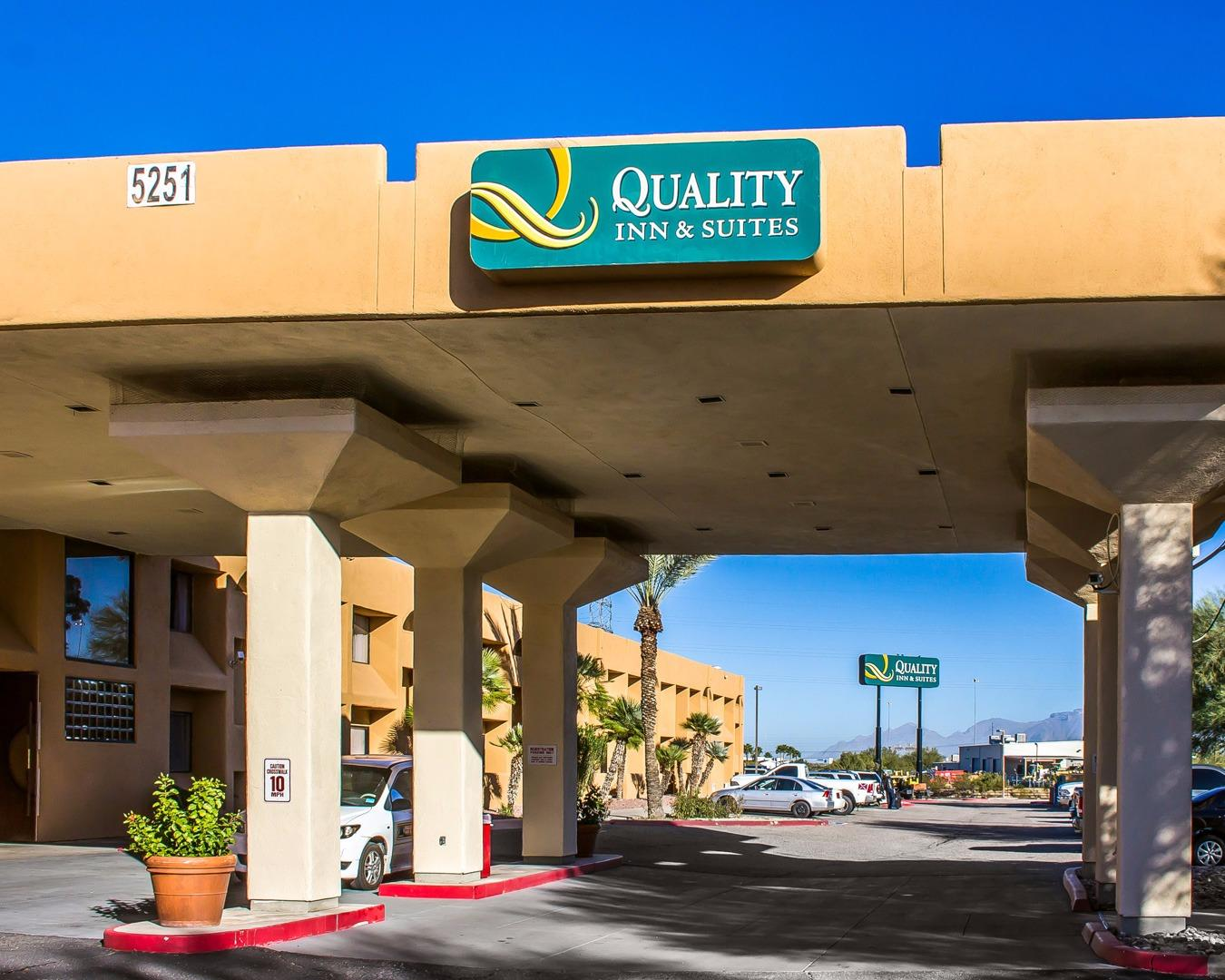 The Quality Inn and Suites Airport North hotel in sunny Tucson, Arizona is situated less than three miles and just five minutes away from the Tucson International Airport.