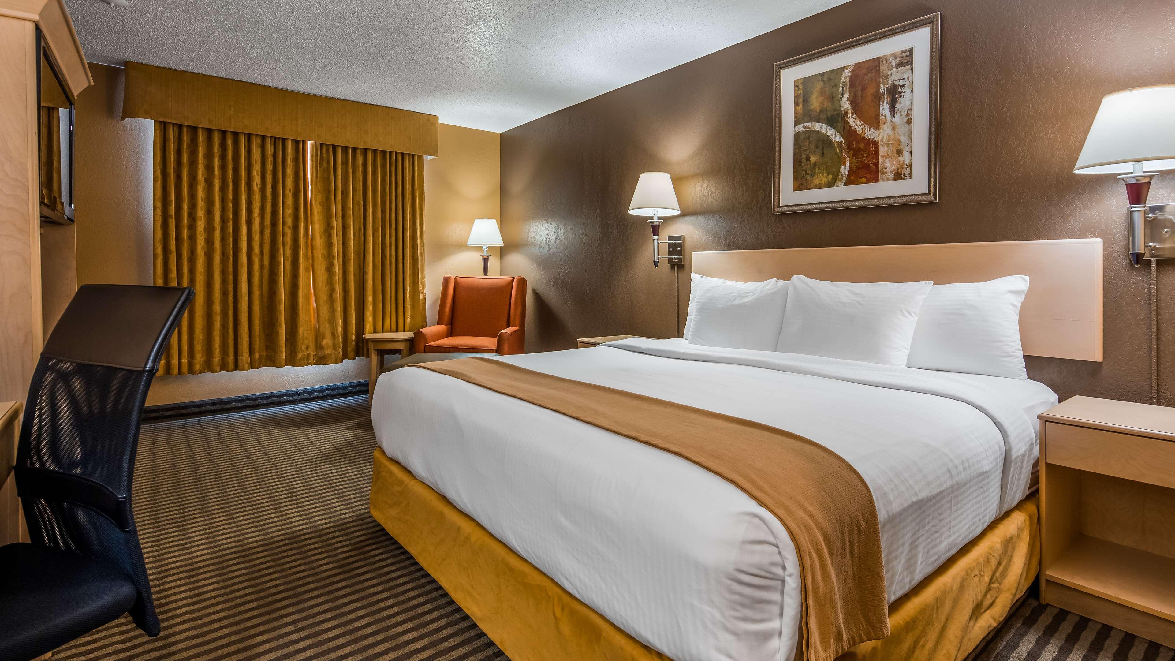 SureStay Plus Hotel by Best Western Seven Oaks in Regina: King